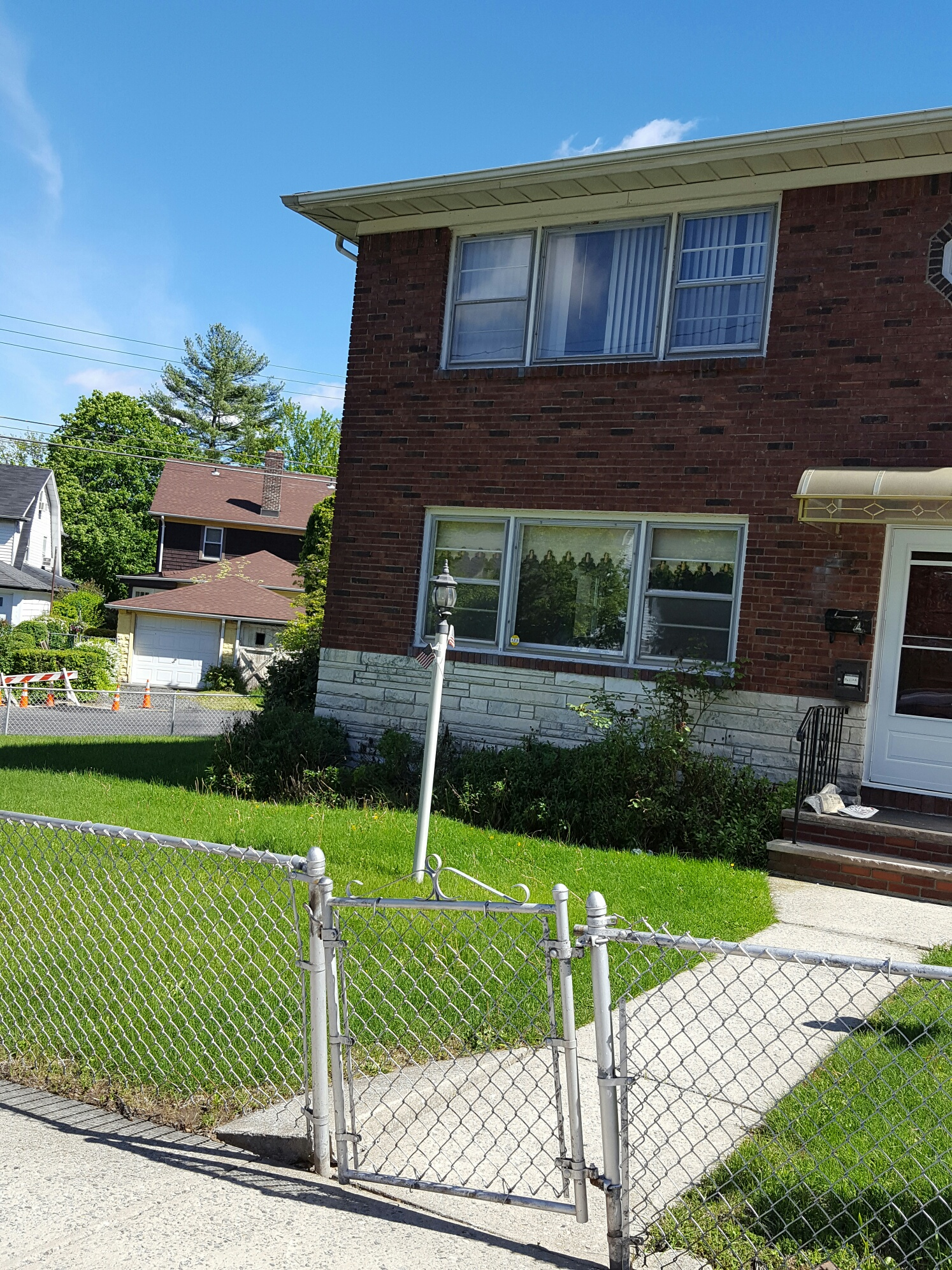 2 bedroom plus basement (shared use) hook ups, nice area, one block from Victory Blvd