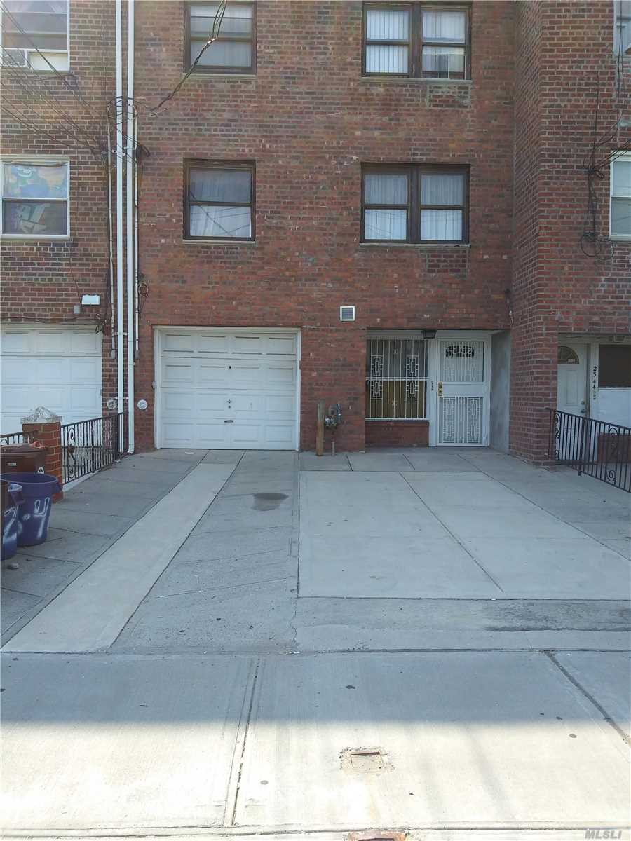 Beautiful Spacious Apartment With Lots Of Windows In College Point. Close To Shopping Mall. Near Bus Transportation