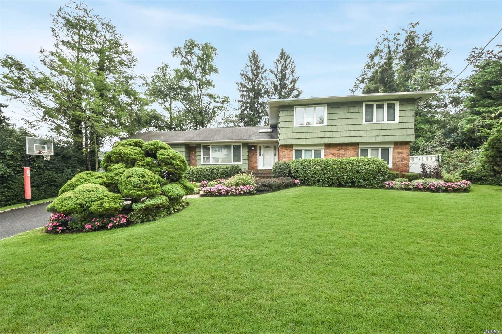 This Colonial Split In Perfect Midblk Loc. On Lush (Coastal Designs)Landscpd Property In The Washington Ave Area Features, 5 Lg Brs, 3 Updtd Bths, New Cac, Updated Granite Eik, 200+Amps, Hardwd, Ugs, Skylights, Vaulted Ceilings, Andersens, Pavered Walk And Patio, Brk Fpl.Jacuzzi/Hot Tub As Gift! Too Much To Mention.Taxes Being Grieved For The 1st Time. A Must See!!Price Improvement!