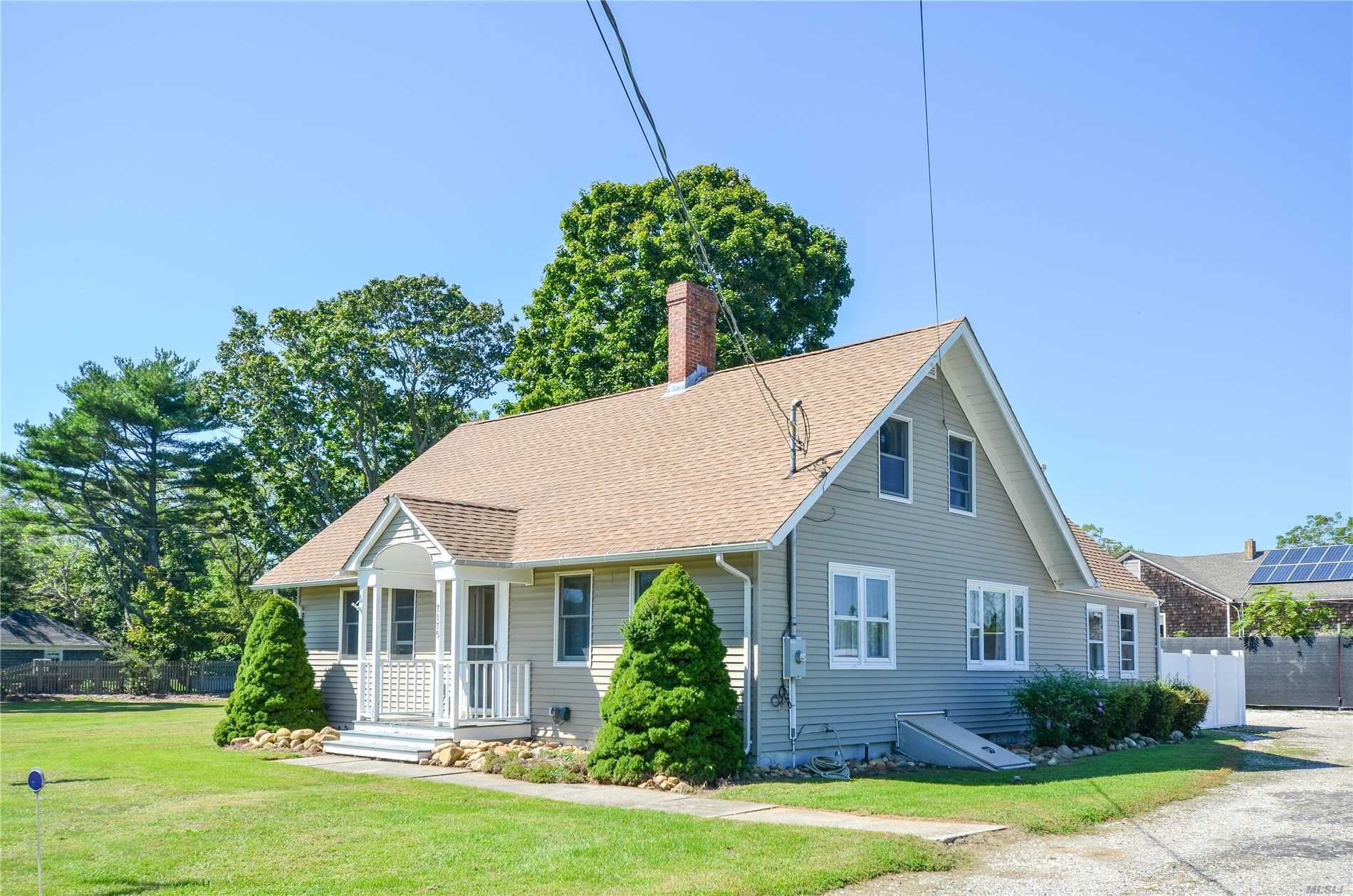Country Farmhouse Cape. Loaded With An Original Working Farmhouse Flow. A Large Mudroom Leading To Washroom And Laundry. Large Eat In Kitchen. Hardwood Floors Throughout, Cast Iron Radiators. There Is A Large Bedroom On The 2nd Floor And A Large Bedroom On The 1st Floor.