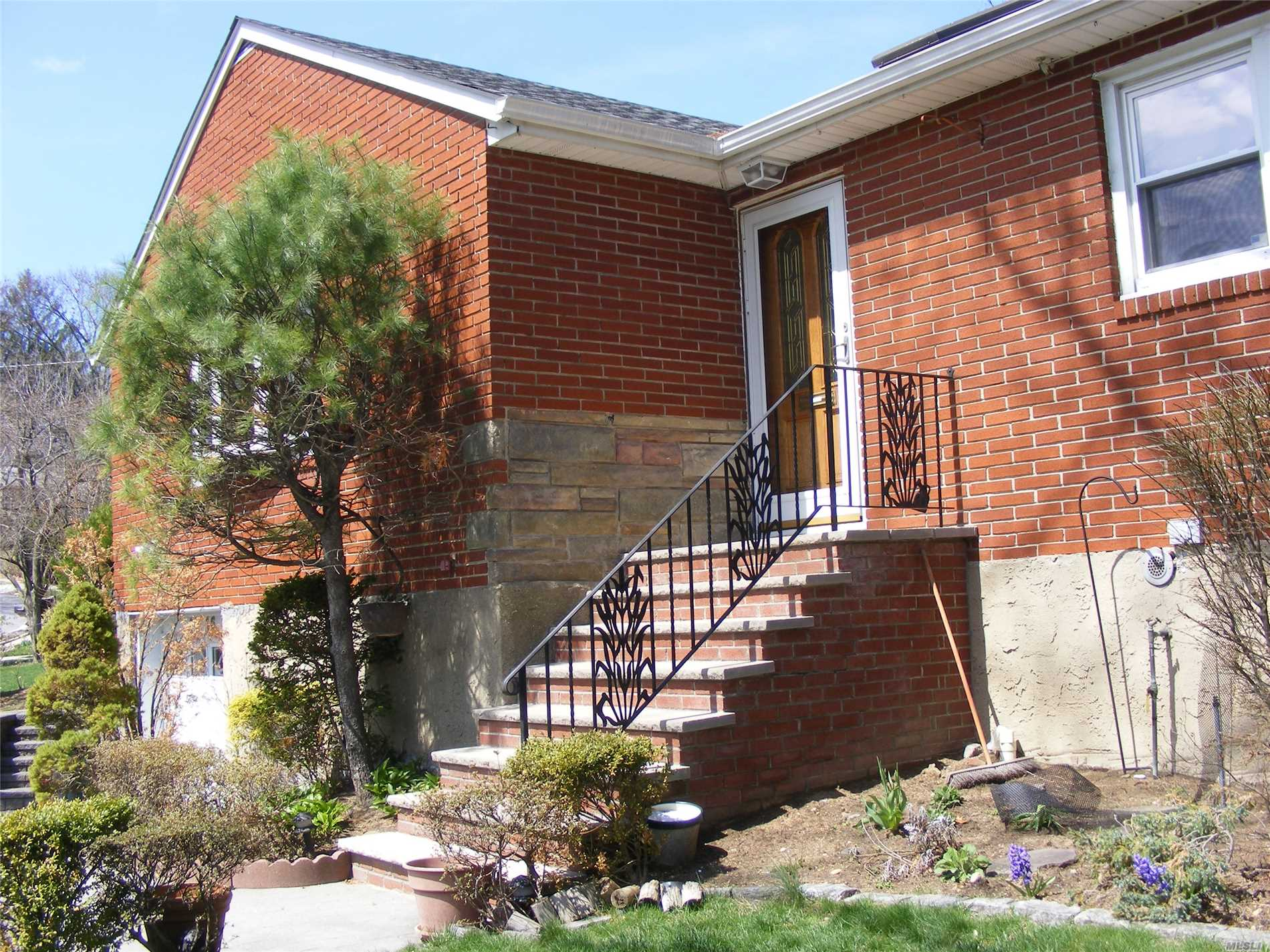 Beautiful House For Rent In The Heart Of Little Neck Hills. Newly Renovated 3Br, 3 Full Bath.New Kitchen. Huge Lr, Master Br In 1st Floor. All Rooms With Windows. Finished Basement With Big Family Room, Large Storage Rooms, Summer Kitchen And Full Bath. Close To Northern Blvd Shopping Dining, And City Bus/Manhattan Express Bus. Walk To Lirr Station. Ps 94, Jr.Hs 67.Fis