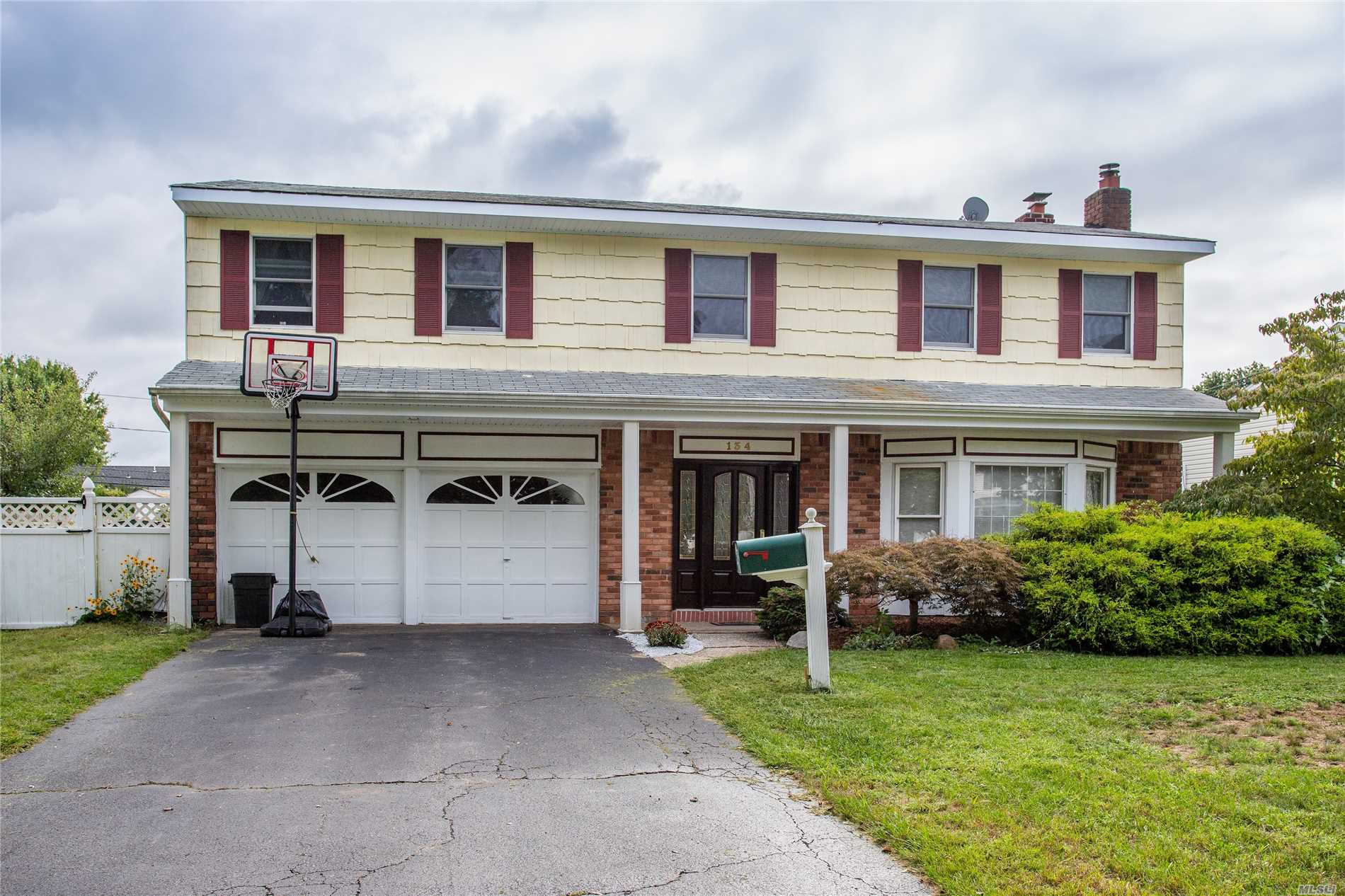 Brookfield Colonial! 4/5 Bedroom/2.5 Bath, Updated Kitchen W/Granite And Stainless Appliances, In-Ground Pool, 2 Car Garage, Large Bedrooms, Brand New Master Bath (Spa Beautiful!), Central Air, Basement, Wood Floors, Large Formal Dining Room, Wood Burning Fireplace, Family Room W/Glass Slider To Pool.....