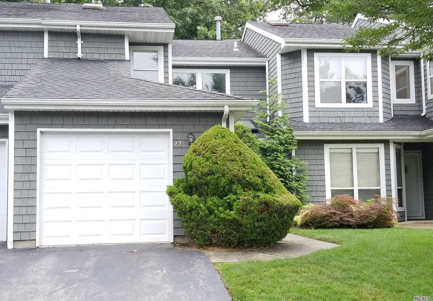 Gorgeous Renovated Condo In A Lovely Gated Community In Commack. Modern Kitchen With Ceramic Tile, Granite Counters And Stainless Steel Appliances. Nice And Spacious With Plenty Of Light. Master Suite Has Both A Stand Up And A Tub. Amenities Such As A Pool, Gym And Tennis Court For Your Recreational Pleasure.