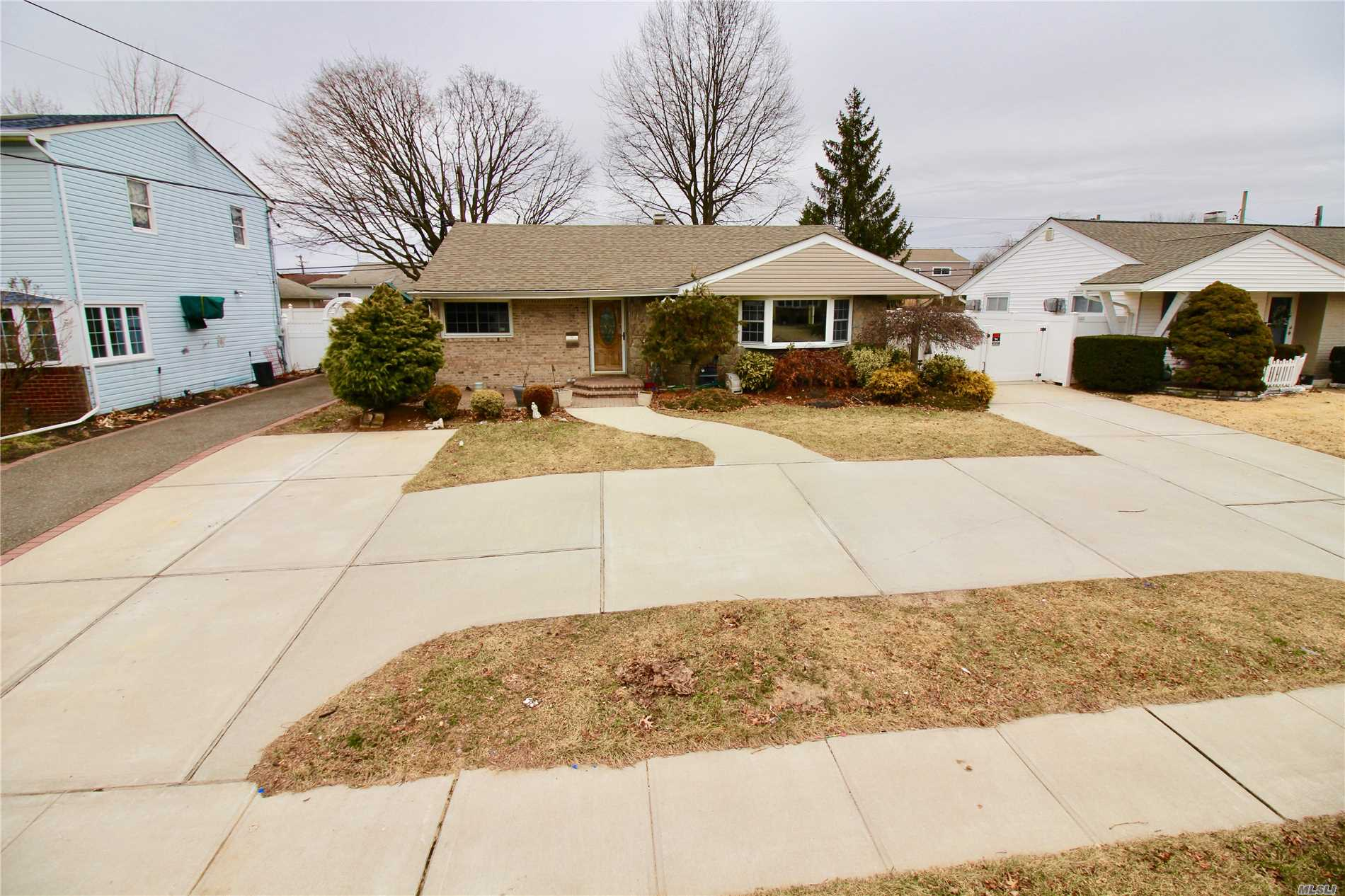 3 Bedroom Ranch With Gas Heat. Full Finished Basement With Lots Of Extras And Bonuses.