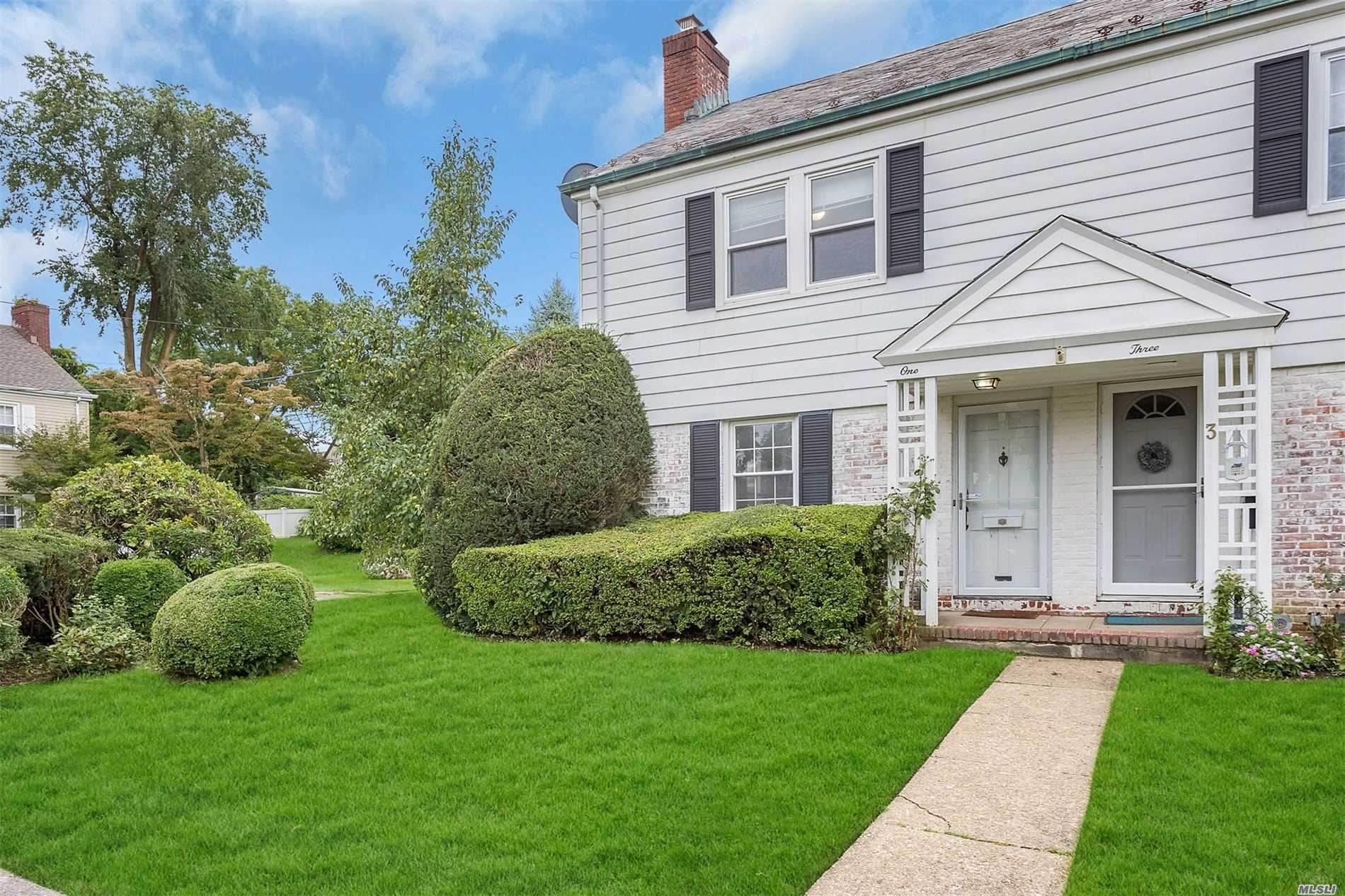 Bright, Sunny And Updated ,  Extended With High Ceiling Dining Room And Eik-Granite Counter Top. Close To Lirr, Schools And Shops. Good For Starter, Retirement And Investment Home. Low Taxes.