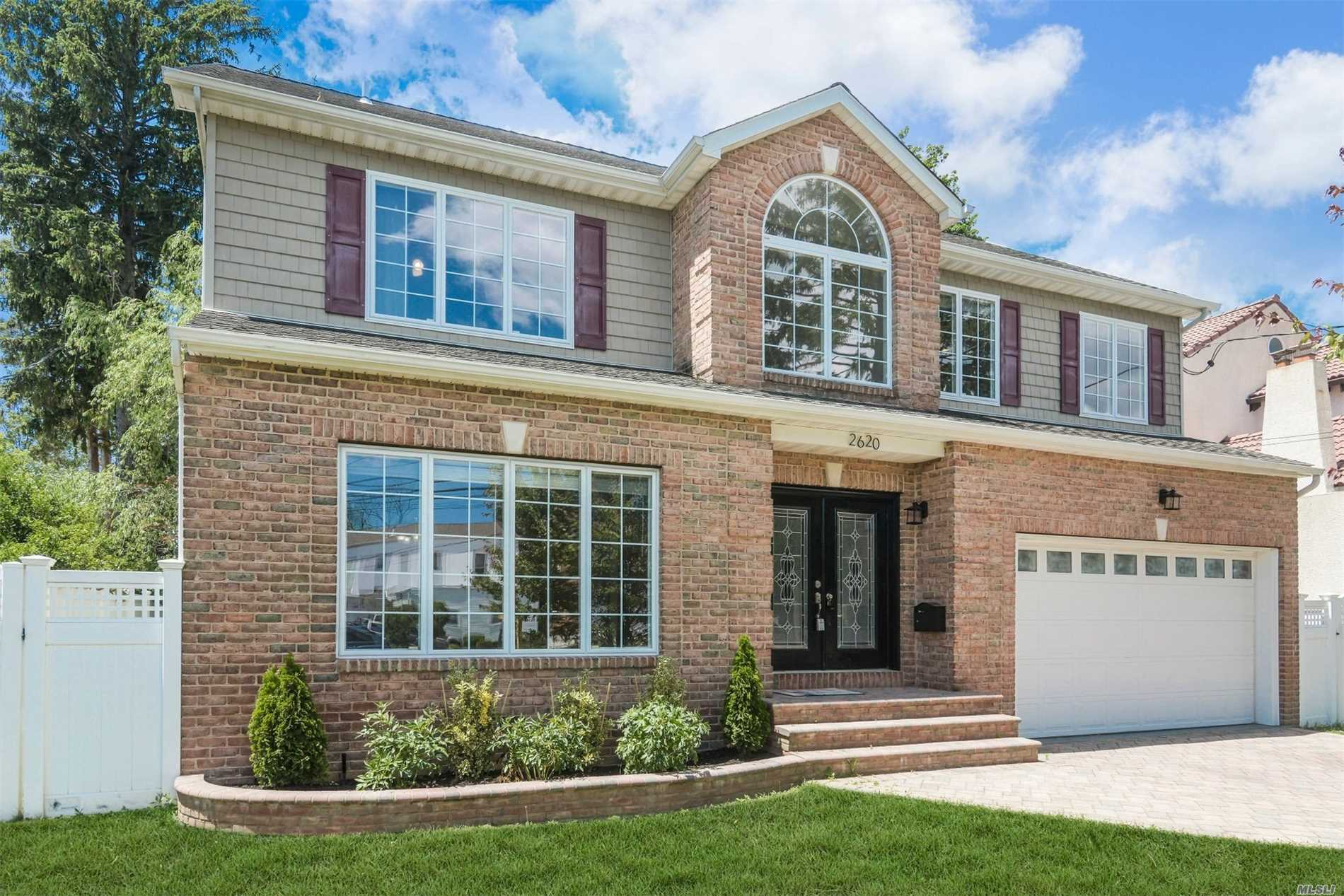 Gorgeous & Young, South Of Merrick Road Colonial! Pack Your Bags & Move Right Into This Amazing Home! Enjoy Your Master Suite With A Jacuzzi & Walk-In Closets! Fireplace, Wood Floors, Cac, Grand Cathedral Foyer & Much More! This Is A Must See For Yourself!