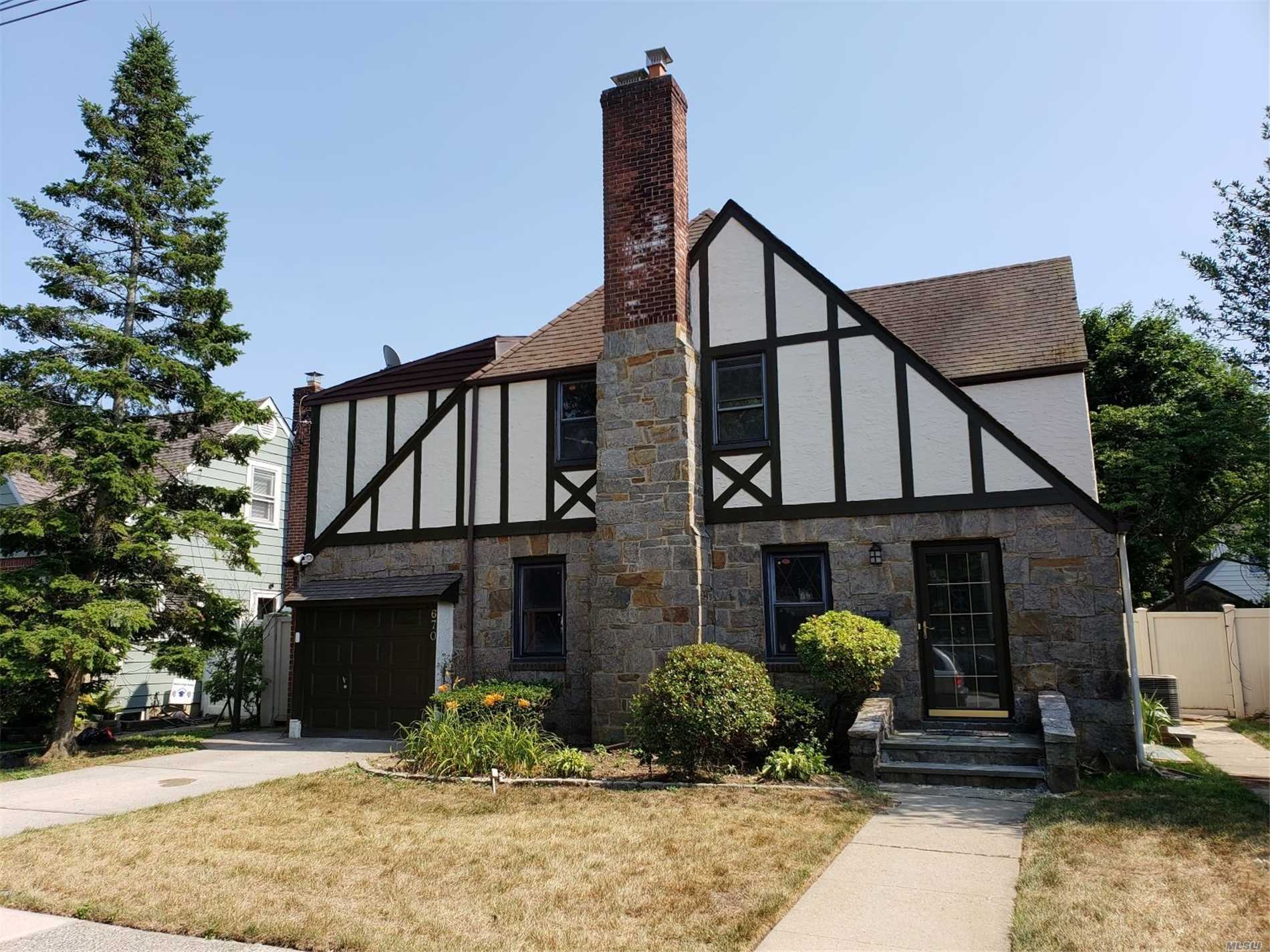 Large Tudor On 55X100 Lot. Detached With Spacious Fenced Backyard. Fully Renovated In 2018. Hardwood Floors, Porcelain Tile In Kitchen And Bathrooms, Designer Kitchen With Granite Countertops And Stainless Steel Appliances. 3 Bedrooms, 2, 5 Baths, Finished Basement And Much More. Ready To Move In!