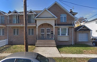 Sunny And Spacious 3 Bedroom Apartment For Rent In Bayside Features Living Room/Dining Room Combo, Kitchen W/Dw And 2.5 Baths + Full Finished Basement With Use Of W/D. New Hardwood Flooring Throughout. Use Of Driveway. Cac. Close To Shops, Parks And Transportation. A Must See!