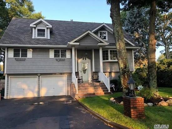 Lovely Colonial On 1/4 Park Like Property With Beautiful Wood Floors And Custom Moldings Throughout. Family Rm W/Wood Burning Fp, New Roof, Windows, Heating System, Upgraded Electric. Lg Mster Bdrm W/ Master Bath Waiting For Your Personal Touch. (Plumbing, Electric, Sheetrock Done). Plenty Of Rm. For Growth W/Expanded Attic. Great Location 1/2/Mile From Sachem Library And Nokomis Elementary