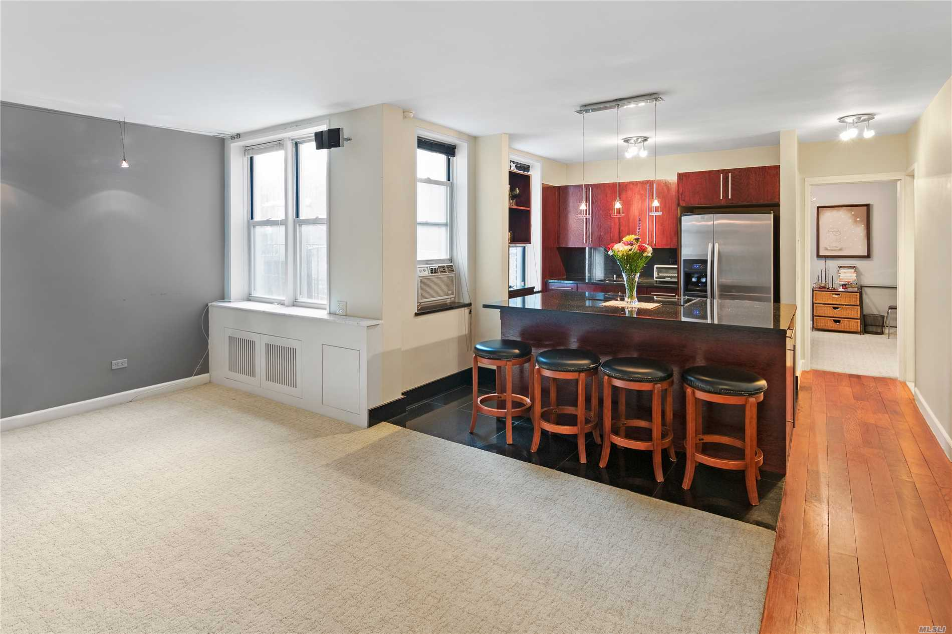 Large One Bedroom One Bathroom In An Amazing Co-Op With Perfect Location.