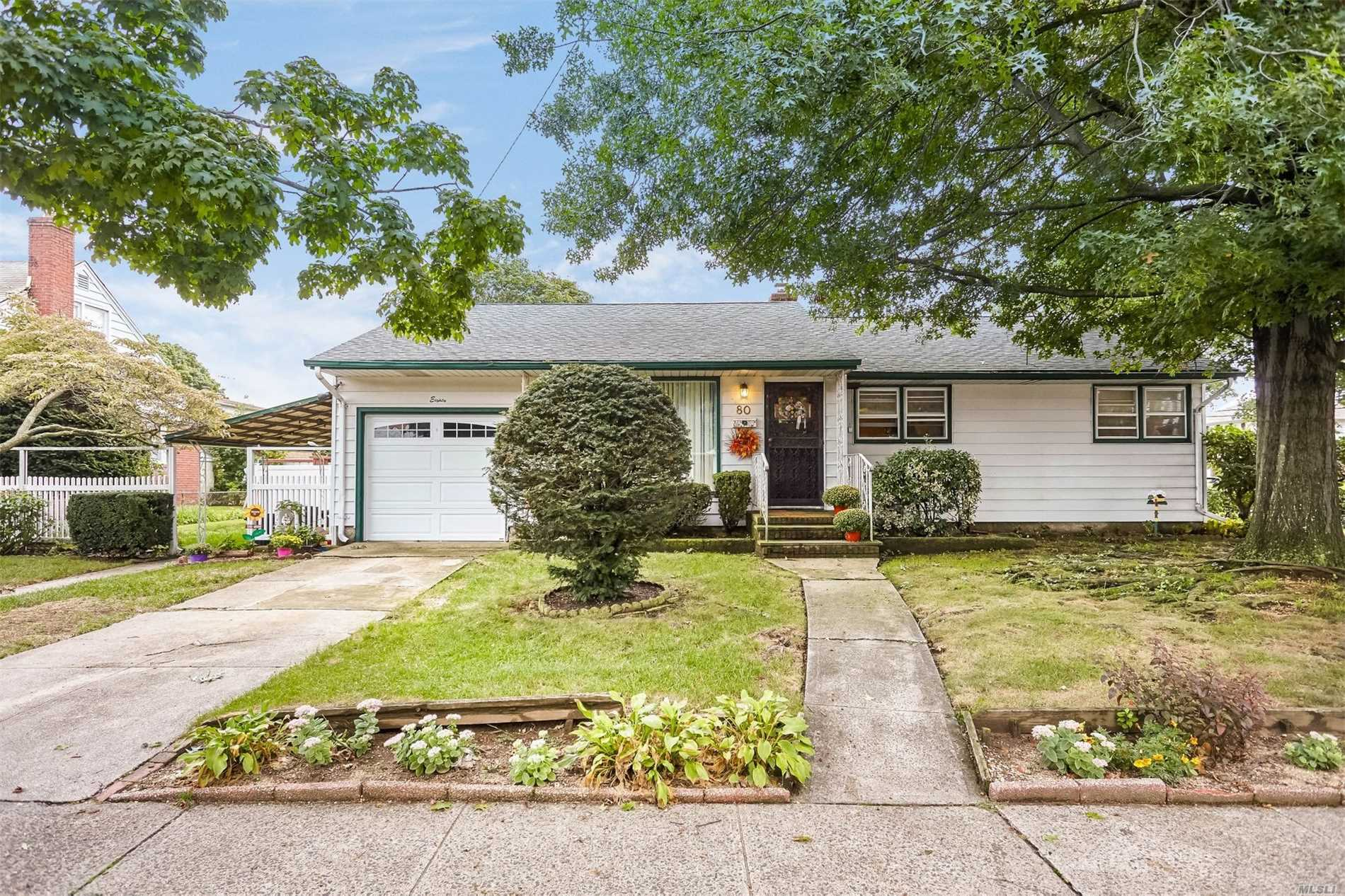 Prime Location Near Garden City Border, Mint Condition. North Of Hempstead Tpk Spacious 3 Br Ranch W Fdr And Eik And Lr. Easy Commute By Bus
