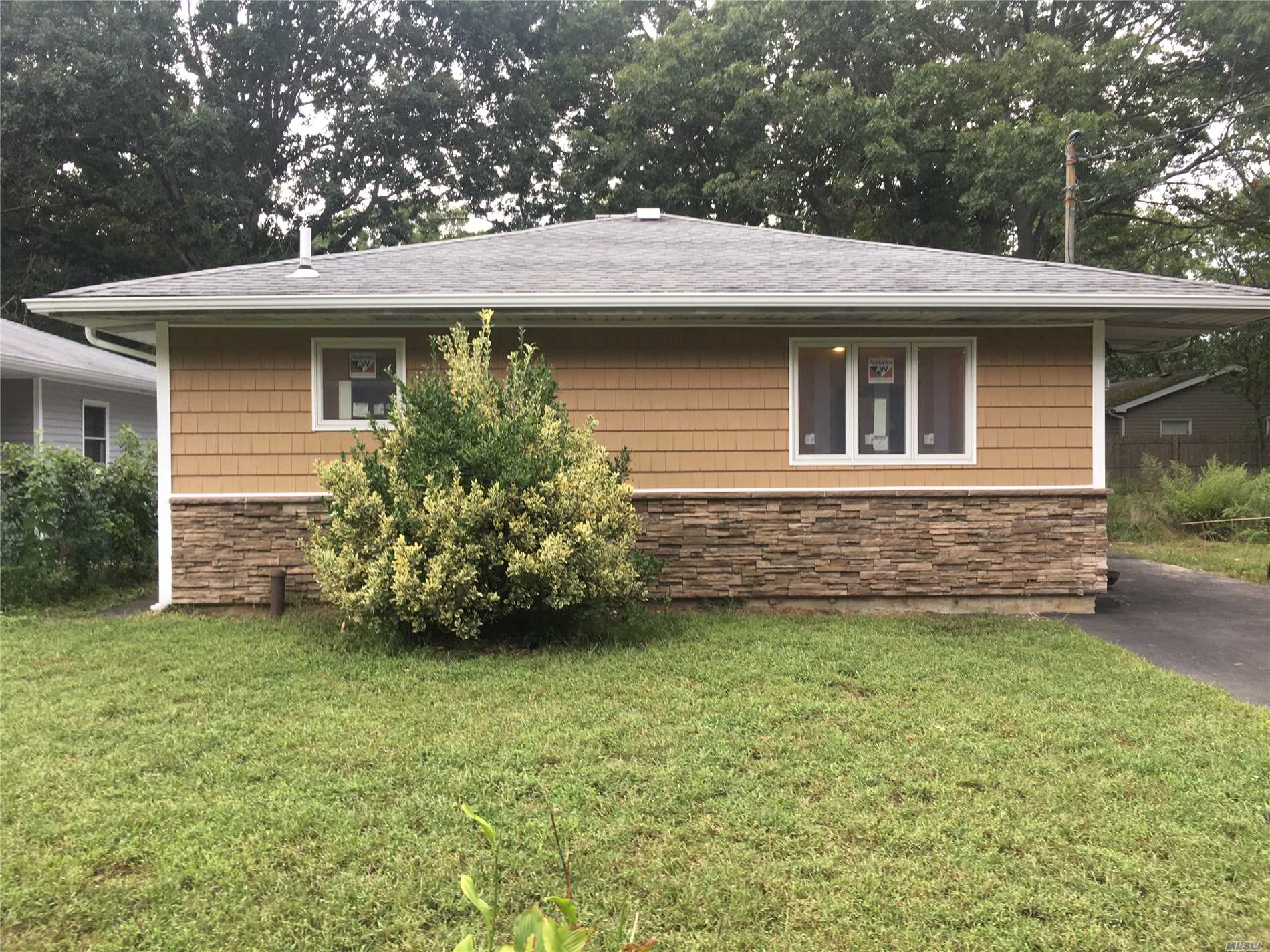 Beautifully Renovated Ranch. New Kitchen Cabinets, Granite, Stainless Steel Appliances, New Bathroom, Flooring, New Siding/Windows. This Home Was Done Top To Bottom. Ready For A Family !!!