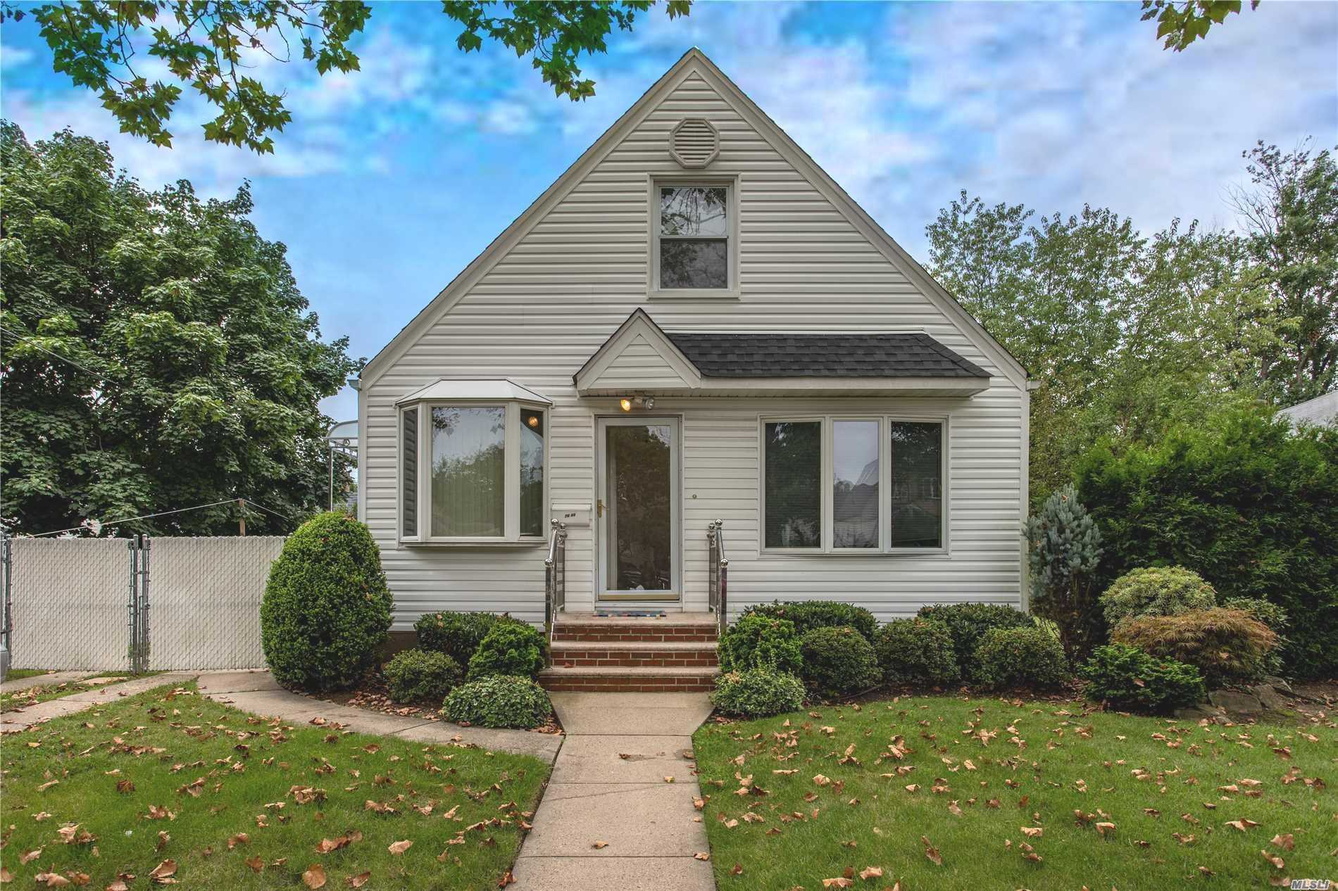 Beautiful Home, 3 Bedrooms,  2 Bathrooms Located In A Great Location. All Information Included But Not Limited To Taxes And School District Information Is Deemed Accurate But Must Be Verified Solely By The Buyer.