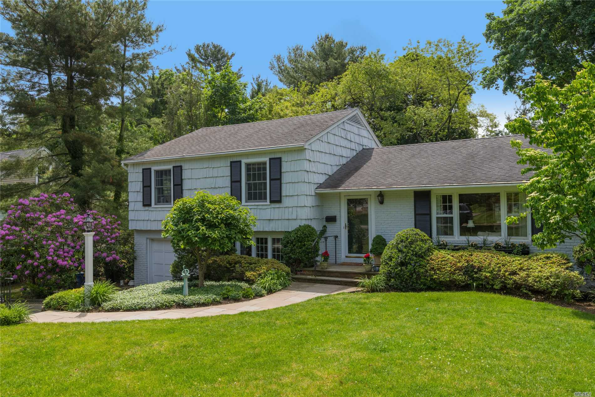 Located In The Heart Of Locust Valley, This Beautifully Updated Home Has A Bright Spacious Open Floor Plan. Updated Kitchen, New Family Rm & Deck Overlooking A Bucolic Backyard W Brick Patio. Close To Shops, Restaurants, Special Boys & Girls Club & Lirr. Village Of Lattingtown Includes Golf ( W Fee) & Private Beach Rights.