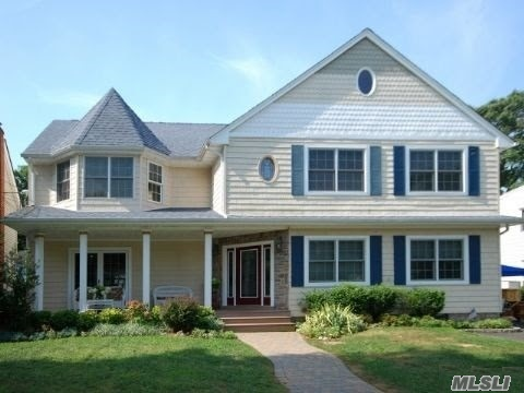 Property Is Located In The Heart Of Melverne - Westwood. Close To All Amenities.