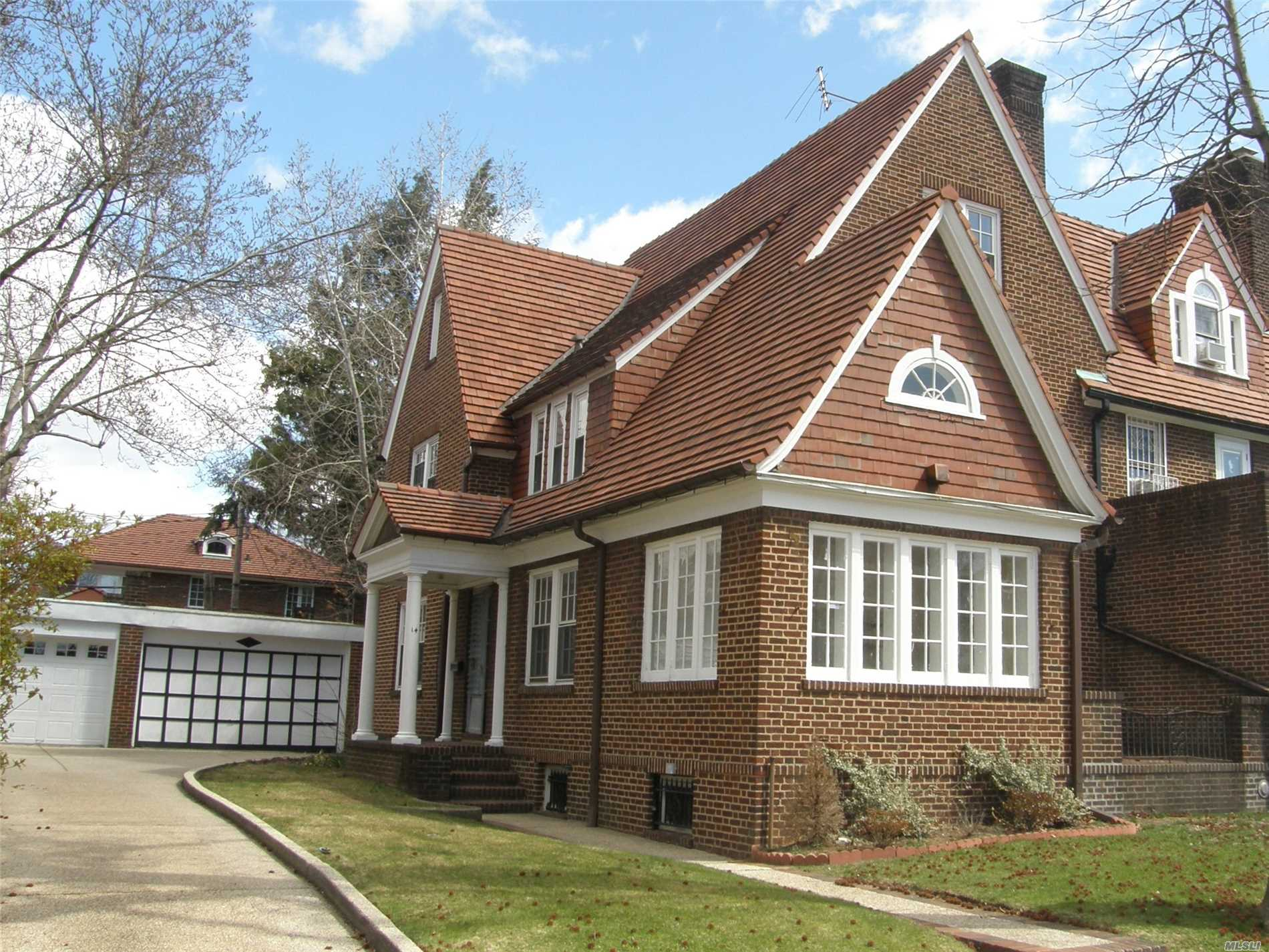 Classic Forest Hills Gardens Center Hall Colonial, Huge Master Bedroom With In Suite Bath. 5 Total Bedrooms Impressive Living And Formal Dining Rooms Are Ready To Entertain. Location, Location, Location. Quiet Tree-Lined Street, Yet 5 Min To The Subways Or The Lirr. Great Schools