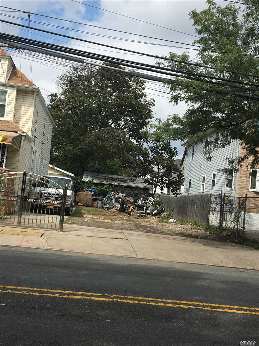 Lot For Sale In Great Part Of Jamaica/ S. Ozone Park Area...Zoning For 1 0R 2 Family House... Great Parking Area For Large Trucks, Etc.