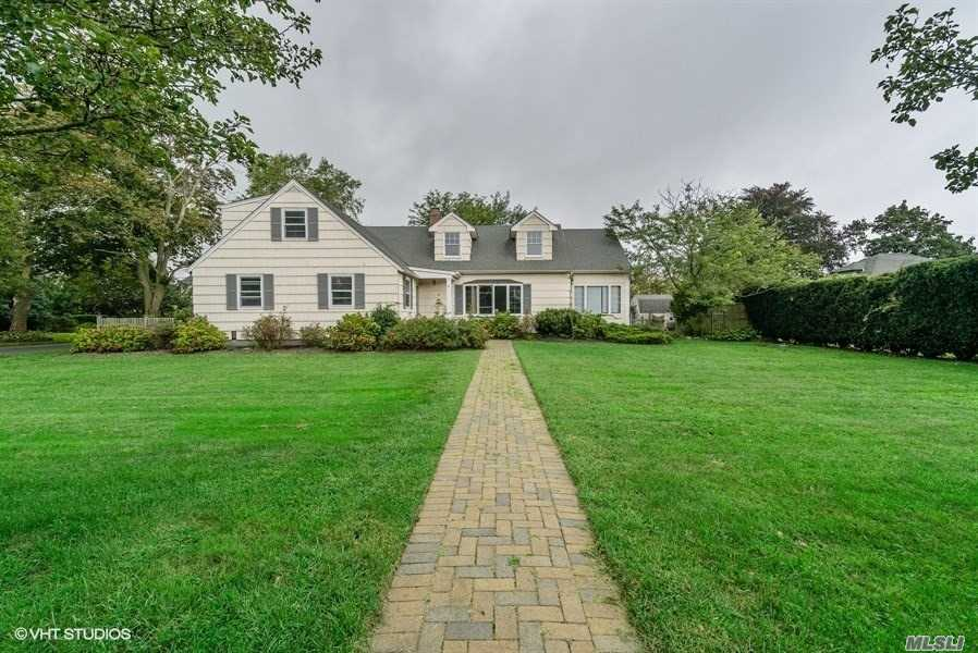 This Is A Fannie Mae Home Path Property.10 Room 6 Bedroom 3 Bath Colonial Style Home In Brightwaters Community A Block In From A Grand Canal .Situated On 1/4 Acre Lot With An Ig Ground Pool , Florida Room And Detached Garage . South Of Montauk Location