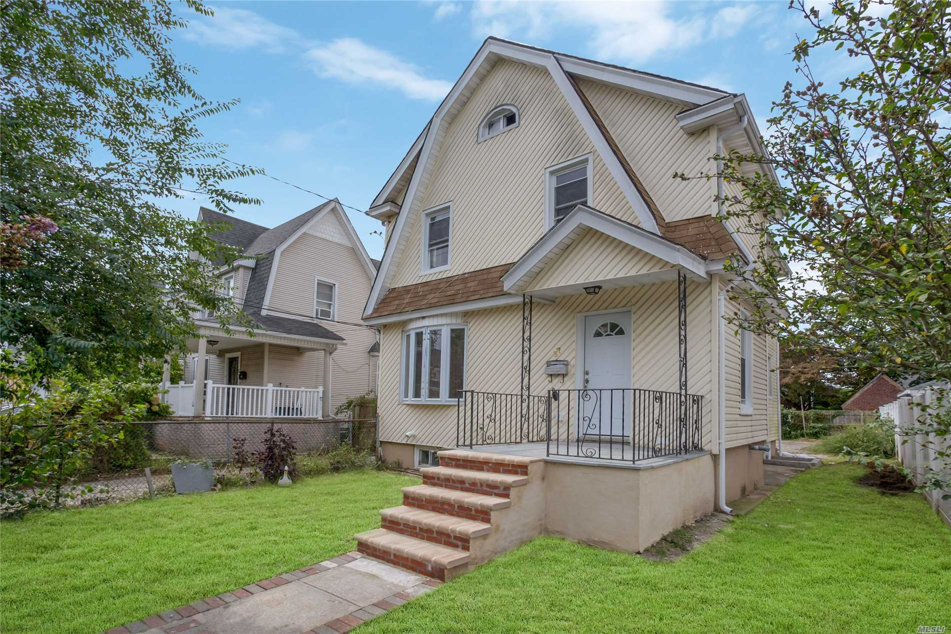 Hempstead. Like New, New Windows, New Roof, New Boiler, New Hot Water Tank, New Kitchen, Bathroom, Appliances, Huge Living Room, Dining Room, Open Light And Airy, Hardwood Floors Throughout, Separate Entrance To Basement.