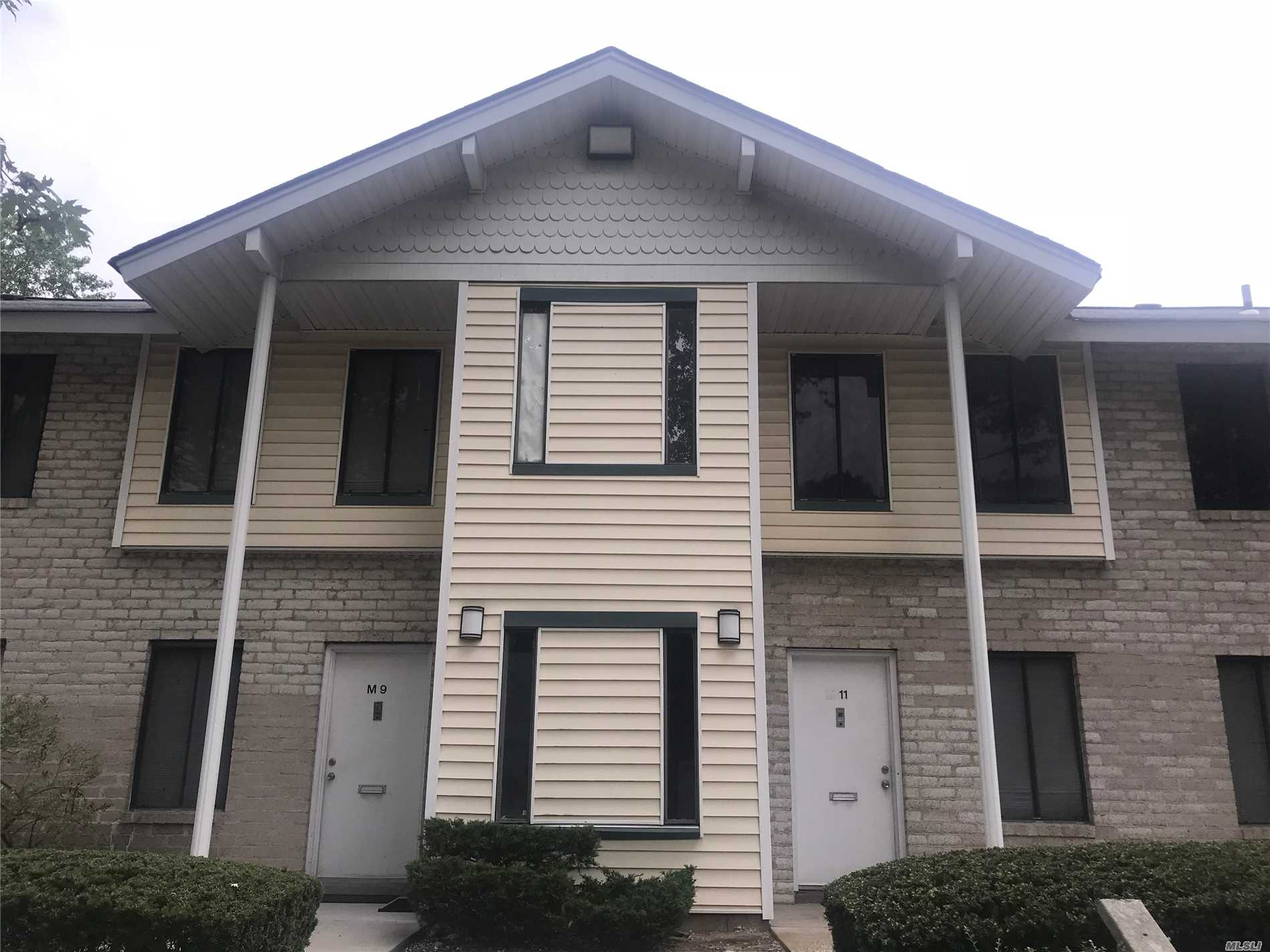 1 Bedroom Co-Op Upper Unit, Lr/Dr Combo, Full Bath, Kitchen. View Of Courtyard. Amenities Include Tennis Courts, Indoor/Outdoor Pools, Club House. Investors Allowed. Close To Shopping, Transportation, Town Parks/Recreation.