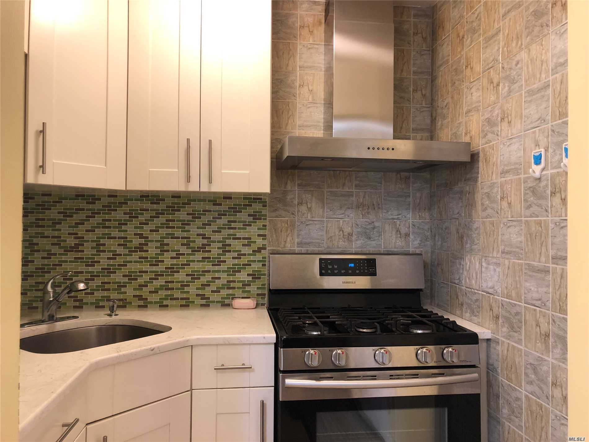 1Br Co-Op At Prime Location Of Flushing, Convenient To All/#7 Subway/Lirr/Supermarkets & Much More. Maintenance Fee Includes All Except Electricity.