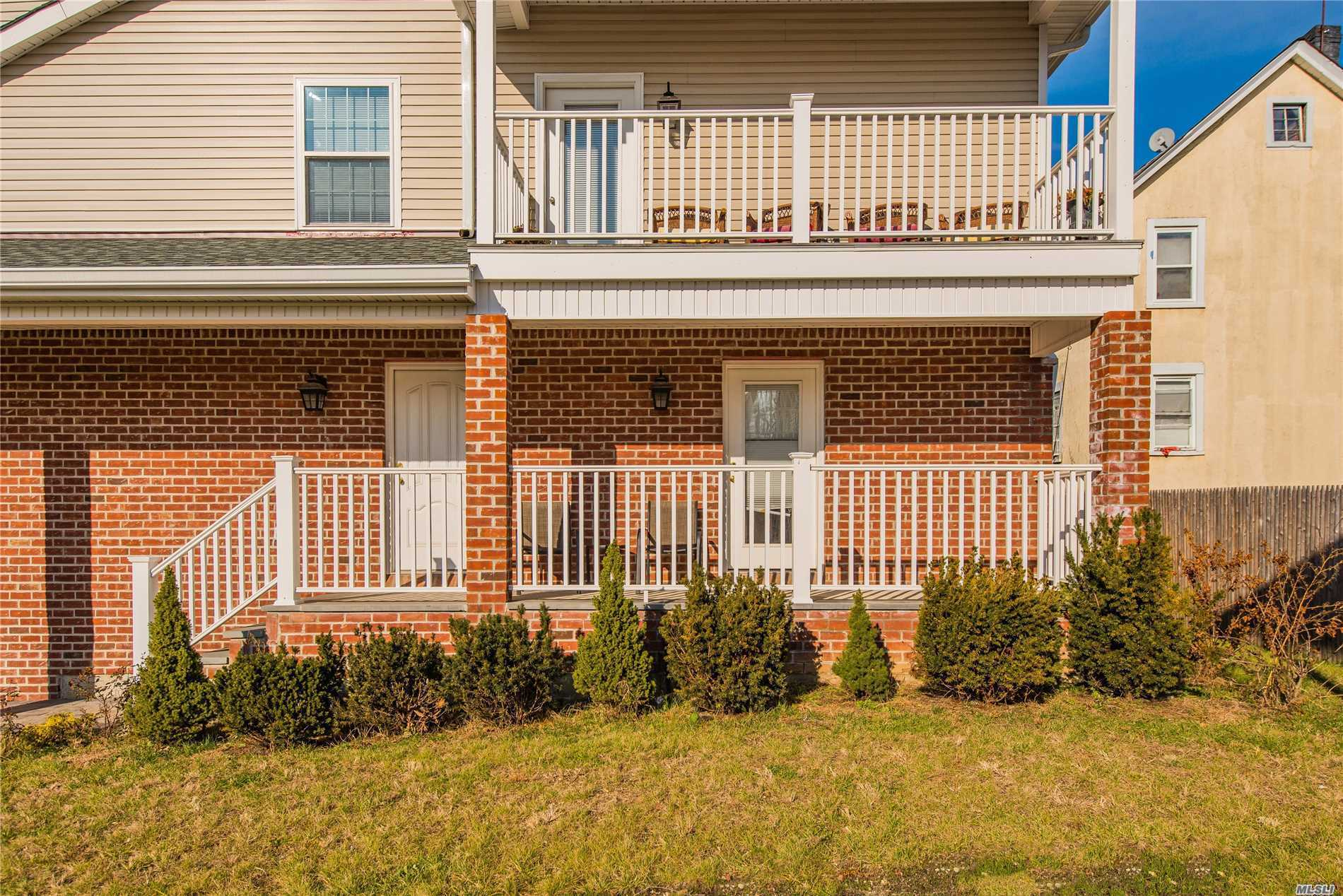 Beautiful Sunlit Unit With An Open Floor Plan. Tile Floors, Stainless Steel Appliances, Washer/Dryer, Covered Porch And Garage. Close To Beaches, Parks, Shopping, Dining, And Transportation. Pets Up To 30Lbs Permitted With $50 Extra A Month. Pictures Not Actual Unit. $35 Ntn Application Fee.