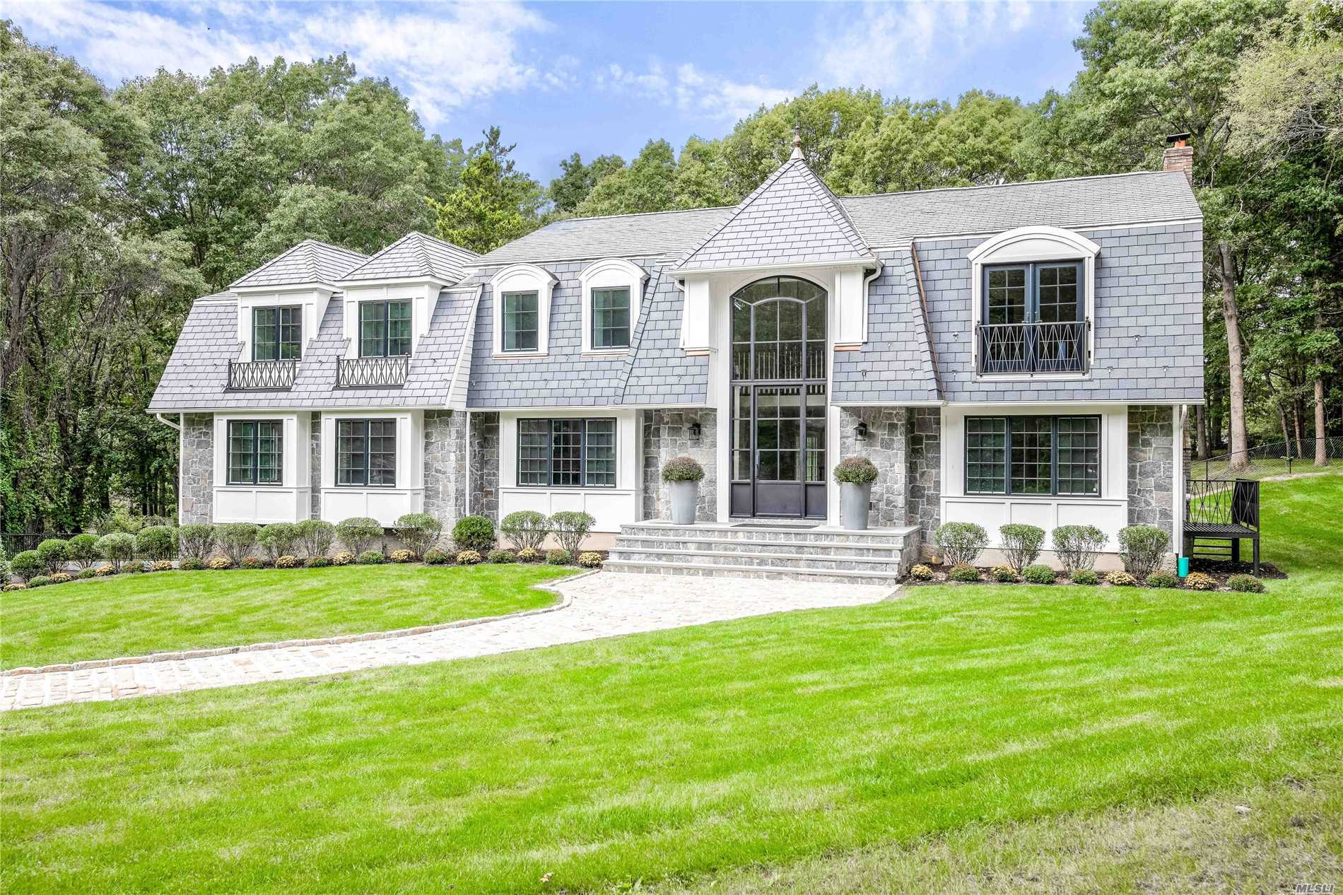 Laurel Hollow, Cold Spring Harbor School District. .. Nestled On A Quiet Cul De Sac. Brand New, Custom Built And Designed For Today's Lifestyle.Offers An Open And Easy Floor Plan For Entertaining And Everyday Living. Gorgeous Kitchen And Baths. Flooded With Loads Of Natural Light. Set On 2 Pristine Acres Of Property With In-Ground Gunite Pool, Cabana.5 Car Garage, Car Collectors Dream, Village Beach And Mooring Rights, Police Force.5 Min To Lirr. .