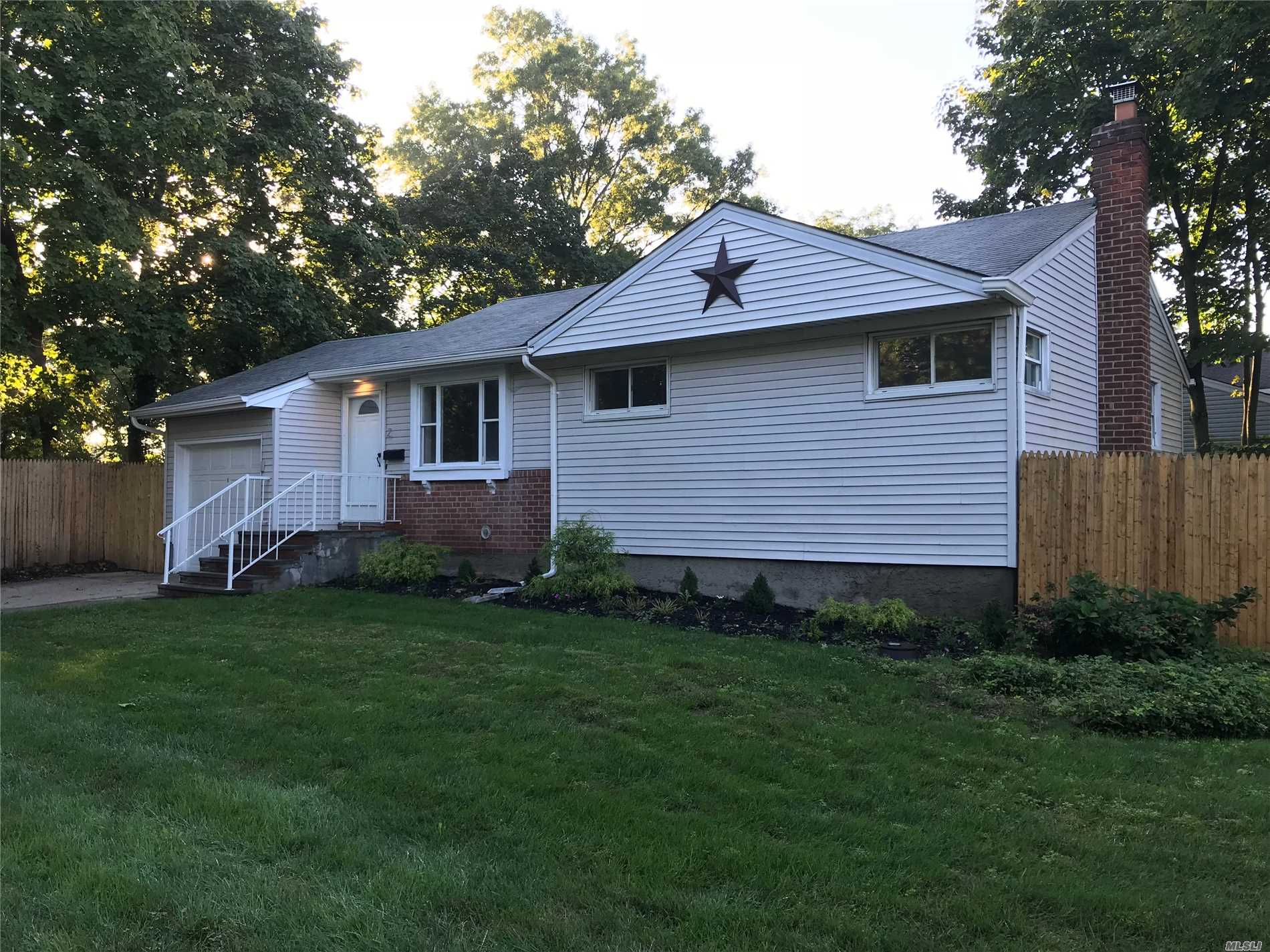 Beauitful Renovated Ranch Great Area Cac All Knew Appliances Ss Granite Kitchen.Bath Paint Oak Floors