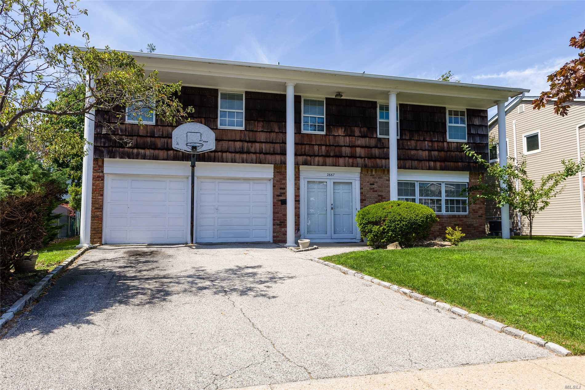 Cameo Model Splanch Deep South On Most Desirable Location Of East Bay Peninsula. This Home Has Hi-Hats. Hardwood Flrs.Upgraded Electric. Replaced Roof.. Amazing Floor Plan. Oversized Rms. Priced To Sell! Too Good To Last!!! Located In Award Winning Kennedy High School District. Homeowner Is Currently Paying For Flood Zone X. Taxes After Star $14, 875.90