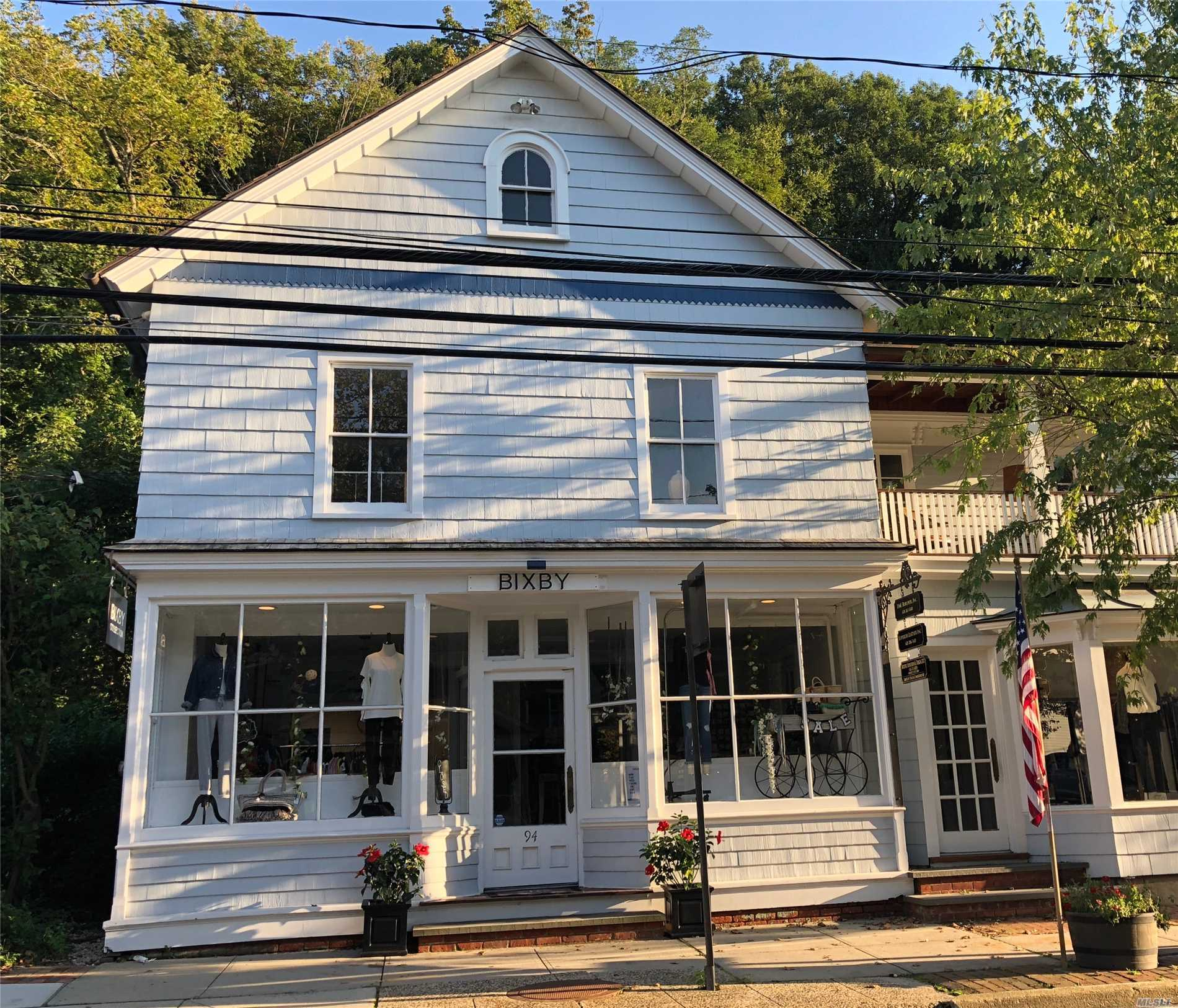 Main Street 3rd Floor Office Rental In Convenient Location In Cold Spring Harbor Adjacent To Municipal Parking. Near Restaurants, Cafe, Bank, Post Office & Shops.