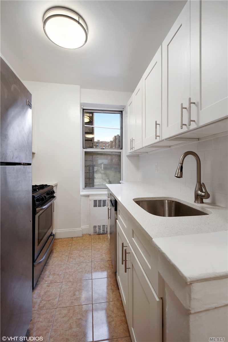 Have It All! Newly Renovated Studio With New Eat-In-Kitchen. Gleaming Hardwood Floors. Gracious Foyer Entry, Windowed Kitchen And Bath. Super Closets. Doorman, Parking Available. Just Two Blocks To Train. Express Bus To Nyc At Corner.
