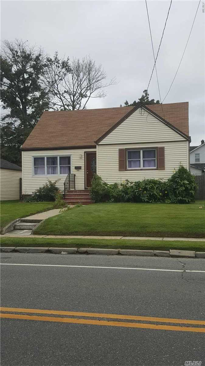 Lovely Detached Single Family In Valley Stream Li, Bright, Spacious And Clean, House Has Been Renovated, Close To All.