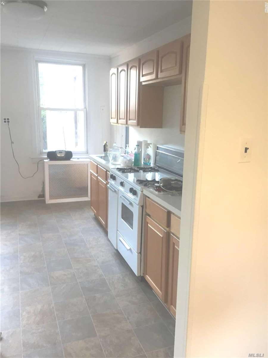 Sunlit, Spacious One-Bedroom Apartment In Williamsburg Neighborhood. This Apartment Features An Open-Concept Lr/Dr With Shampooed Rugs, Large Eat-In Kitchen Complete With Appliances, Wood Floors In Bedroom, Full Bath With Skylight And Neutral Colored Walls. Conveniently Located To All: Transportation, Shopping, And Restaurants. Small Pet-Dog Friendly. Please Do Not Disturb Occupants.