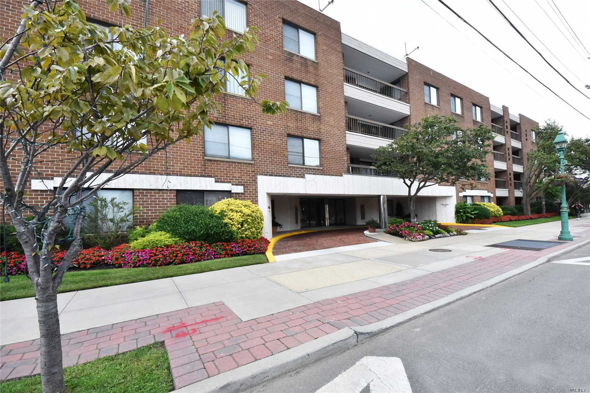 Beautiful Fully Renovated Condo In The Heart Of Lawrence, Gorgeous Kitchen With 2 Sinks, Hw Floors, Terrace, Doorman,  Elevator Building, Underground Parking, Washer And Dryer In Unit, Close To All, Move Right In!!!