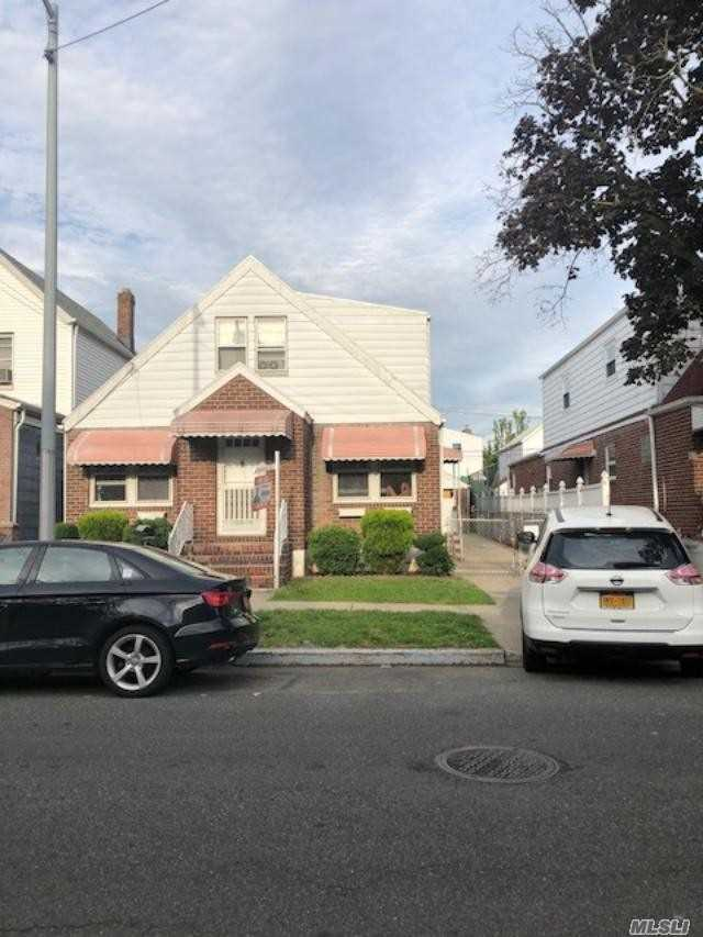 This 2 Family Home Sitting On A 40 X 100 , Located In Wakefield The Best Part Of South Ozone Park. Mins Away From Jfk Airport, Belt Parkway And Van Wyke Express Way. Located 1 Block From Lefferts Blvd And Q 37, Q11 Bus Routes. Hugh Private Driveway And A Detach 2 Car Garage.