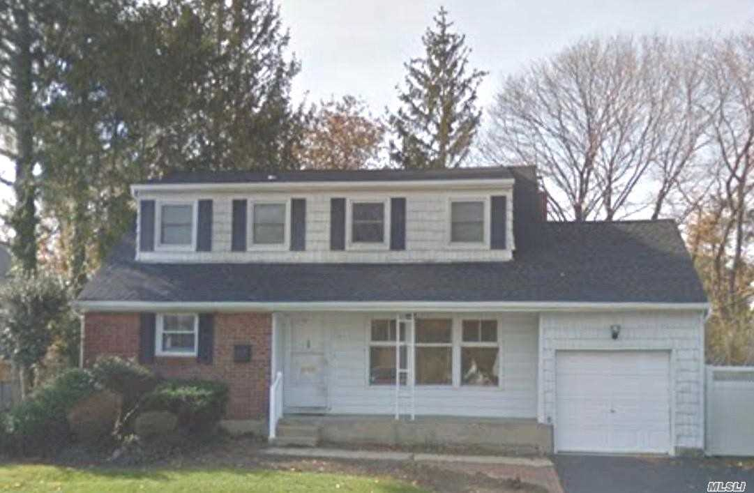 Great 4 Br Split With 2.5 Bths, Lr,  Eik, Den, Utility Rm, W/D, Garage. Cac 2 Yrs Young, Roof 9 Yrs, Kitchen And Appliances 4 Yrs, Some New Doors And Windows, 2 Fbths 3 Yrs Old. Come See This Great Home!