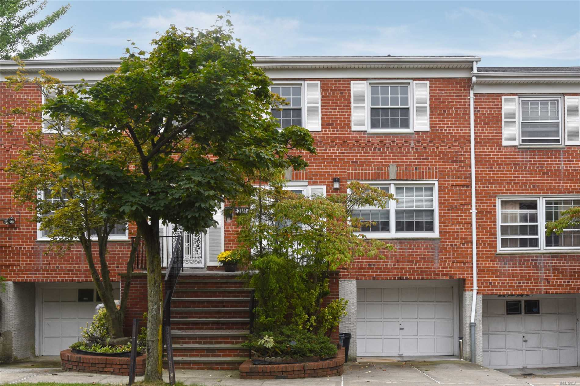 Just Arrived-Affordable Three Bedroom Townhouse Condo In Douglaston. This Spacious Condo Is Located On A Quite Cul De Sac Road With Close Proximity To Shopping, Transportation- Easy Access To Major Highways. New Roof, Stoops- Communiity Pool. Won't Last!