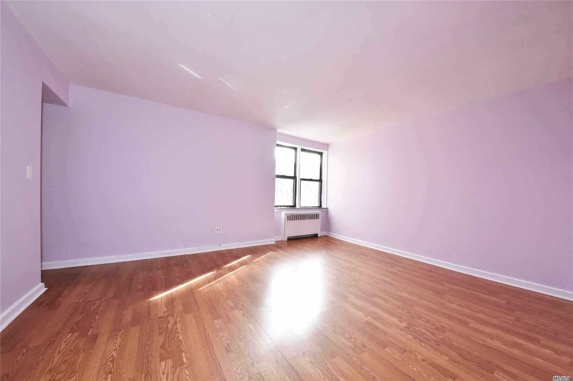 Fantastically Located Large 1 Bedroom Co-Op In Prime Flushing Close To All! High Floor(6th) & Corner Unit! Spacious And Bright With Windows In Every Room. Quiet & Well Managed With Beautiful Garden, Parking Available, Subletting Allowed After 2 Yrs, Low Maintenance Only $586! Financial Requirement$43K+. Walking Distance To Buses, Lirr (2 Blocks To Murray Hill Station), 7 Train (8 Mins Walk), Walking Distance To Downtown Flushing Main St. Restaurants, Groceries, Shops & More. This Is A Must See!!