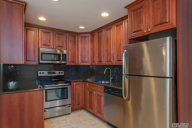Newly Renovated 1, 2 & 3 Bedrooms W/ Tuscany Kitchen Cabinets W/ Stainless-Steel Appl & Granite Kitchen Countertop & Backsplash.Living Room Has Carpet, 2 Inch Faux Woodgrain Venetian Style Window Treatments, Crown & Base Moulding.Some W/ Terrace And Wonderful Views Of The Renown Great South Bay!