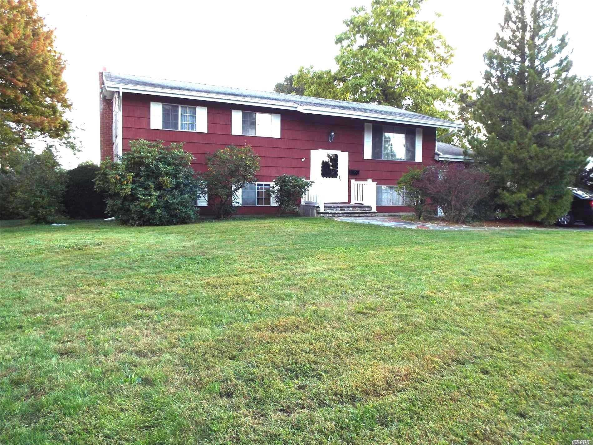 Half Hollow Hills Schools! Spacious Home Well Maintained With 4 Bedrooms, 2 Full Baths And Lots Of Recreation Room. Needs Updating But Furnace Was Recently Replaced And All Major Systems Are Working Well. Call Today To Arrange A Showing!