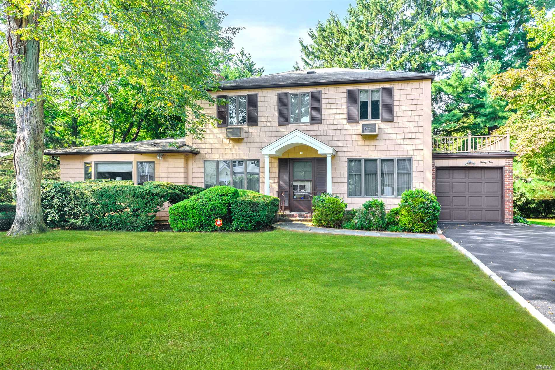 Welcome To This Wonderful Center Hall Colonial Perfectly Situated In The Community Of Strathmore Featuring Formal Lr W/ Fireplace, Formal Dining Room, Eik And Large Den For Entertaining. All Of This And More Including The East Hills Park!