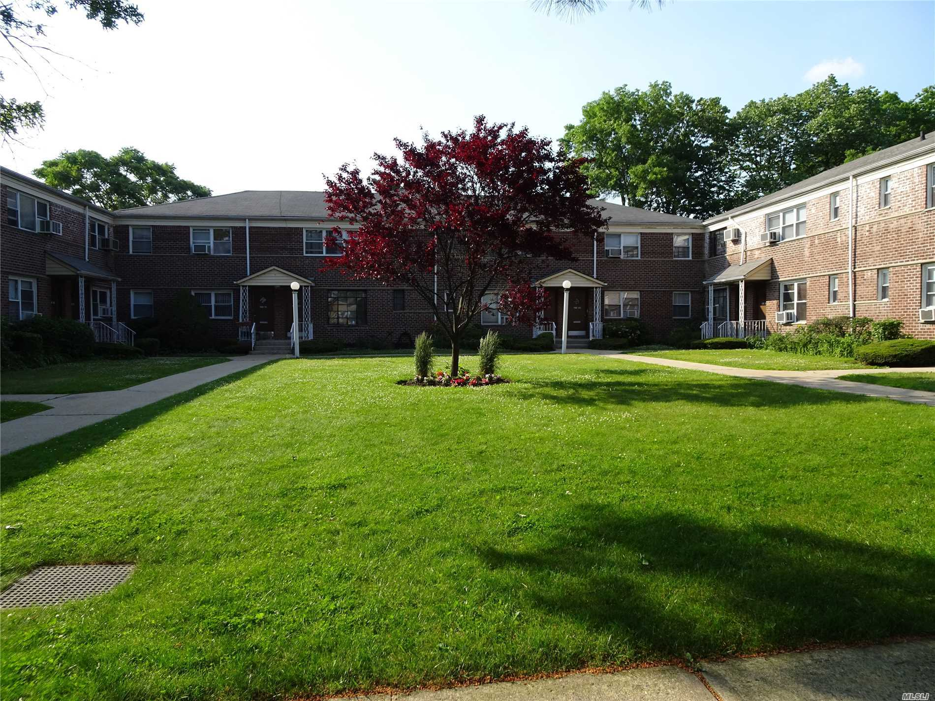 Come See This Large One Bedroom Garden Apartment On The 2nd Floor. Wood Floors Throughout, Lots Of Storage Including The Attic. Corner Unit Allows The Flow Of Light Throughout The Whole Apartment. Quiet Neighborhood, Near Grand Central Pkwy, Shopping And Transportation.