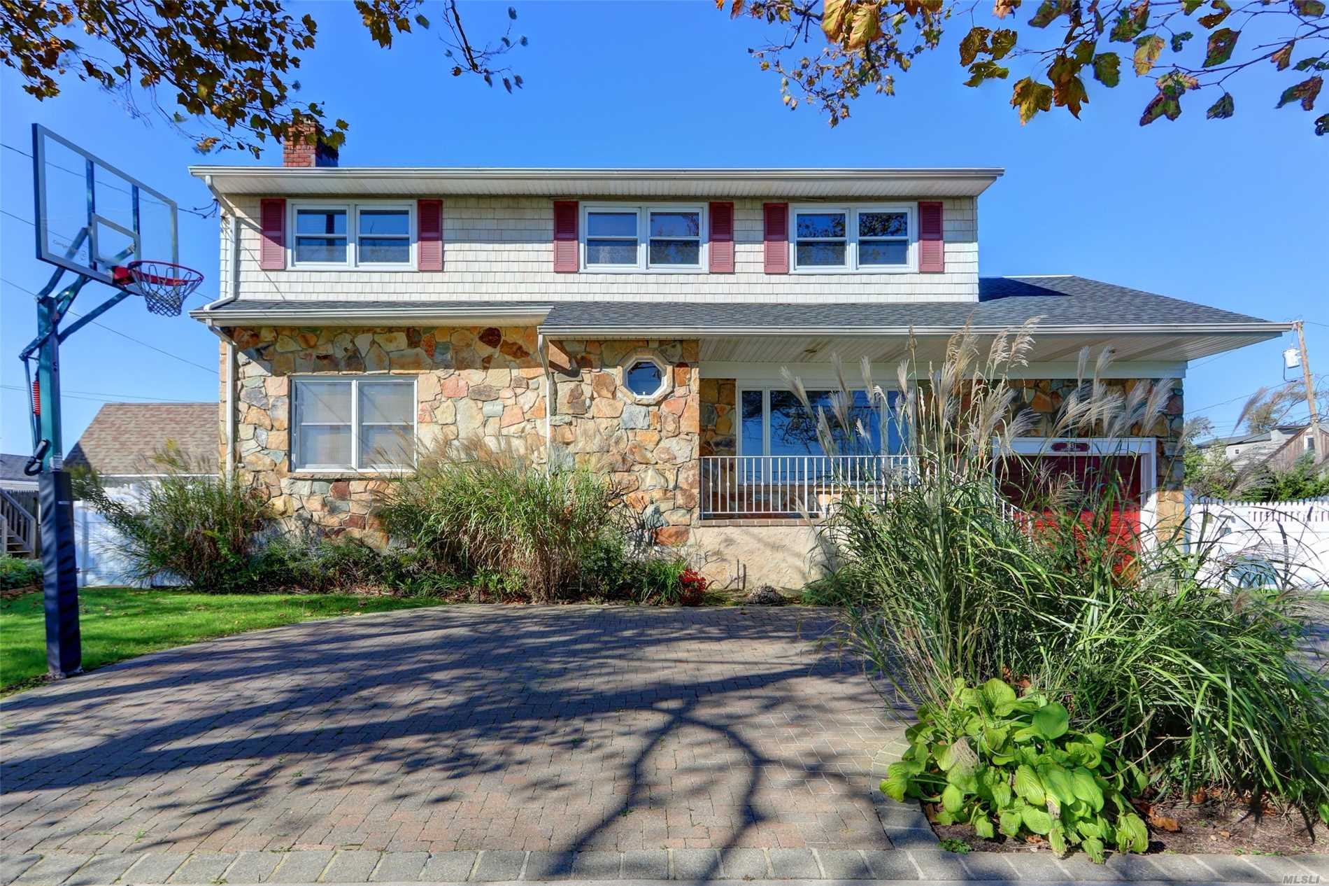 Large Home On Beautiful Property, Steps To Jfk Airport, Beach, Bay