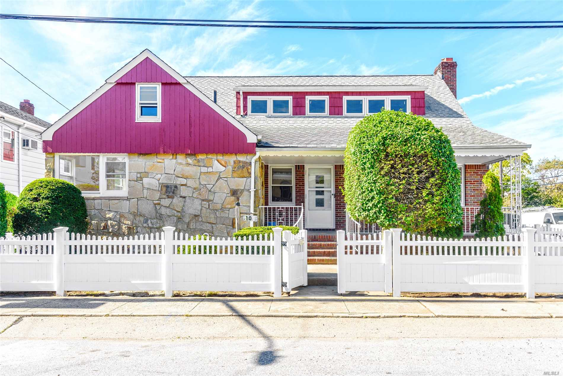 Beautifully Renovated Upstairs Apartment New Kitchen And Ss Appliances, Living Room W/ Terrace, Dinette , Bedroom, Bedroom, Bathroom, Washer/Dryer, Storage Area, Shared Use Of The Yard, One Parking Spot - Pets Considered W/Extra Security- Private Beach Community