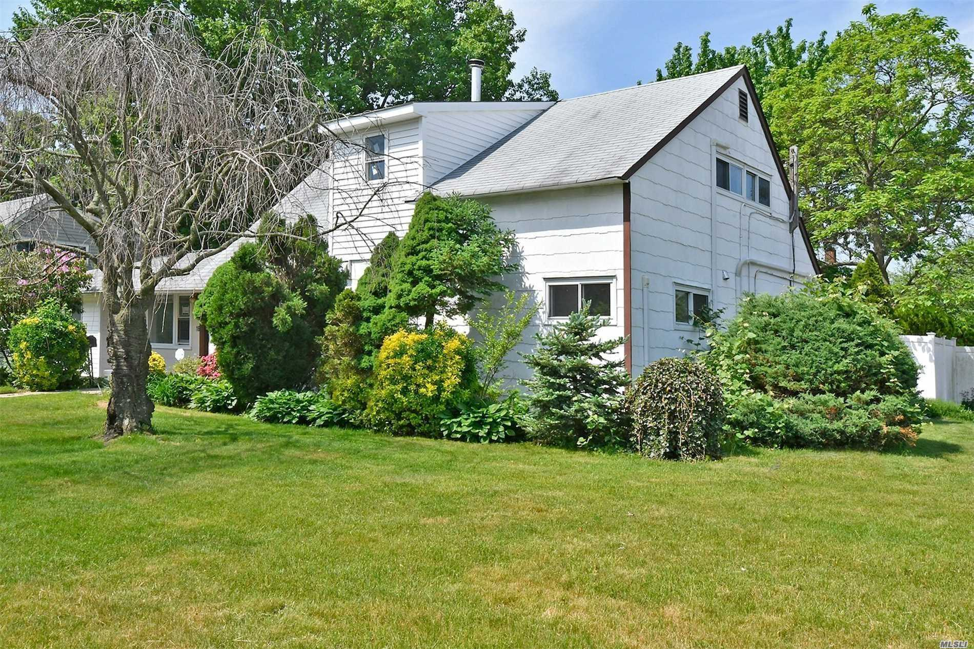 Oversized Property! 5 Bedrooms & 3 Full Baths. Fully Updated W/New Eik , New Bathroom, Floors, Ductless Ac. New Appliances, Washer/Dryer, And Windows. Living And Dining Area Opens To Large Deck. French Doors To Park Like Backyard. Close To All, Highway, Shopping And Lirr!