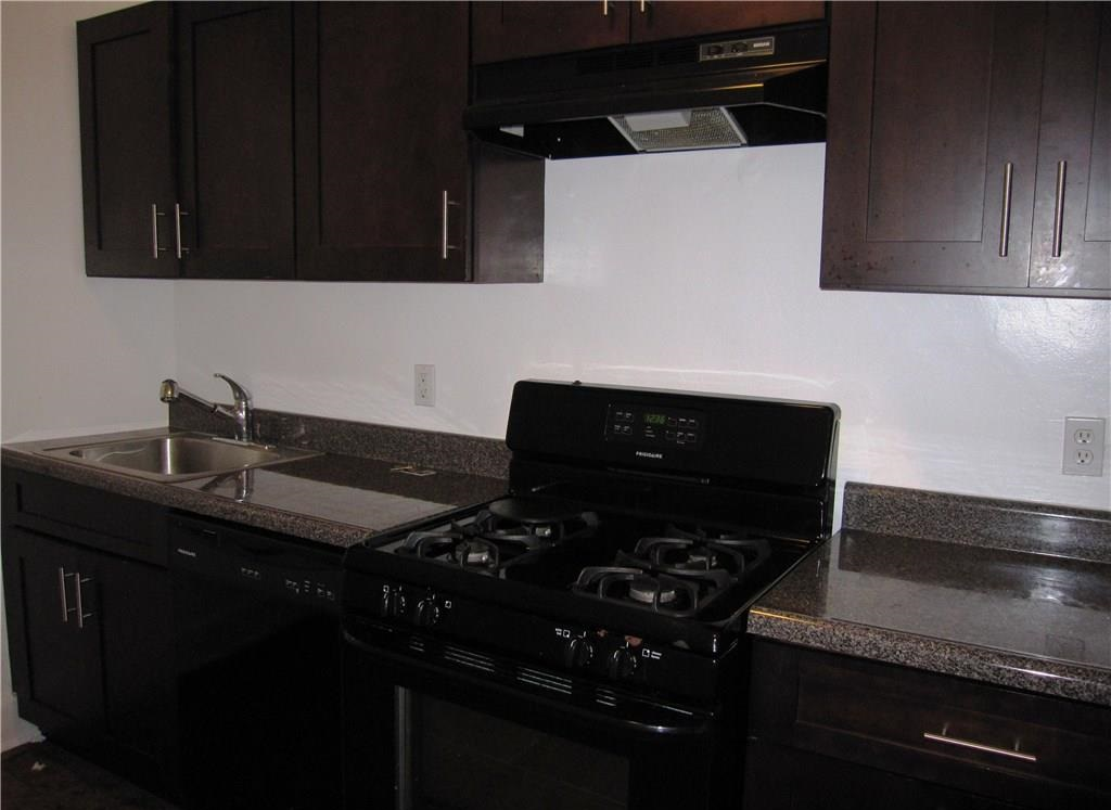 Well located  1  bdrm apt with hardwood floors, heat included, ldry facils, sunny and spacious layout with many custom features. Well kept property, heat included, laundry on site.  Mamaroneck residents enjoy private beach, pool, boating, tennis, award winning schools and recreation.    View 100's Private Rentals at:  www.harborviewrealestate.com or call a Leasing Specialist at 914-834-8200.  Listing ID  #2561435