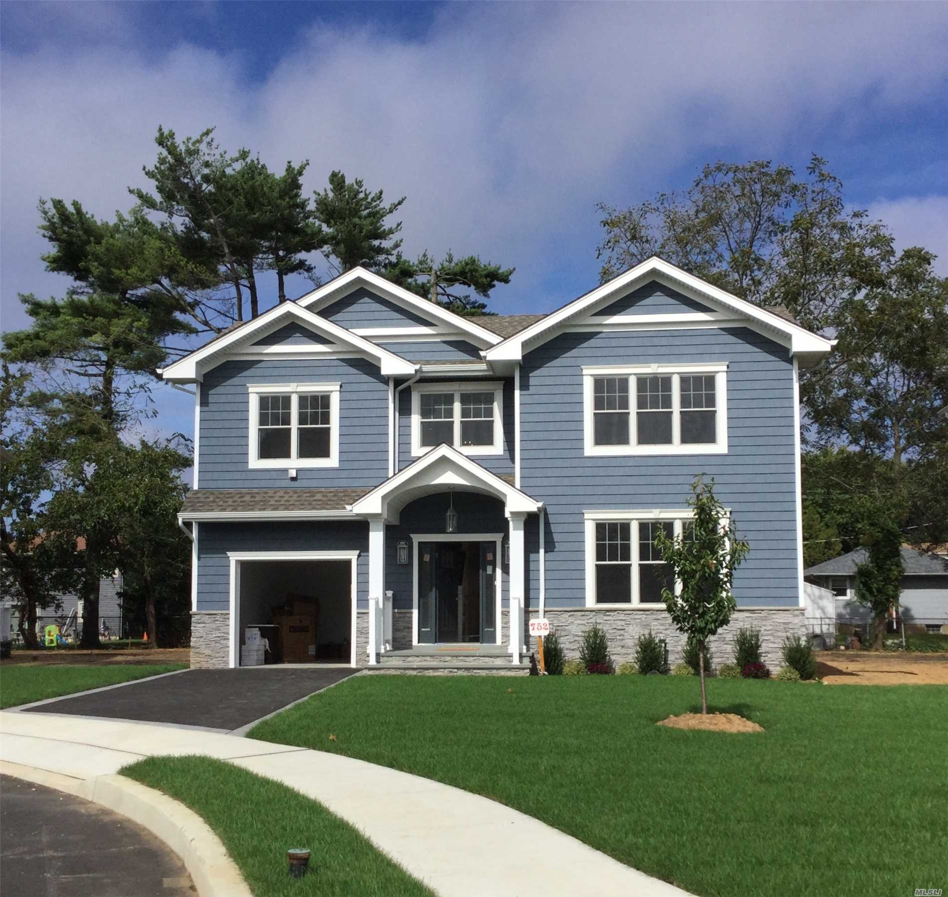 Brand New 5 Bedroom Colonial On New Cul De Sac. Beautiful Molding Package. Chef's Eik, Family Room W/ Coffered Ceiling And Gas Fpl. Master En Suite W/ Spa Bath And Walk In Closets. Laundry Room On 2nd Floor. Hw Floors Throughout. Top Of The Line Finishes. 9 Ft Ceilings On Main And Basement.