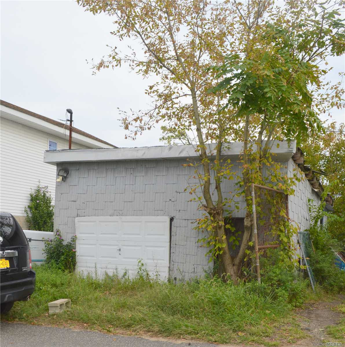 Empty Lot For Sale In Hamilton Beach. R3A Zoning.