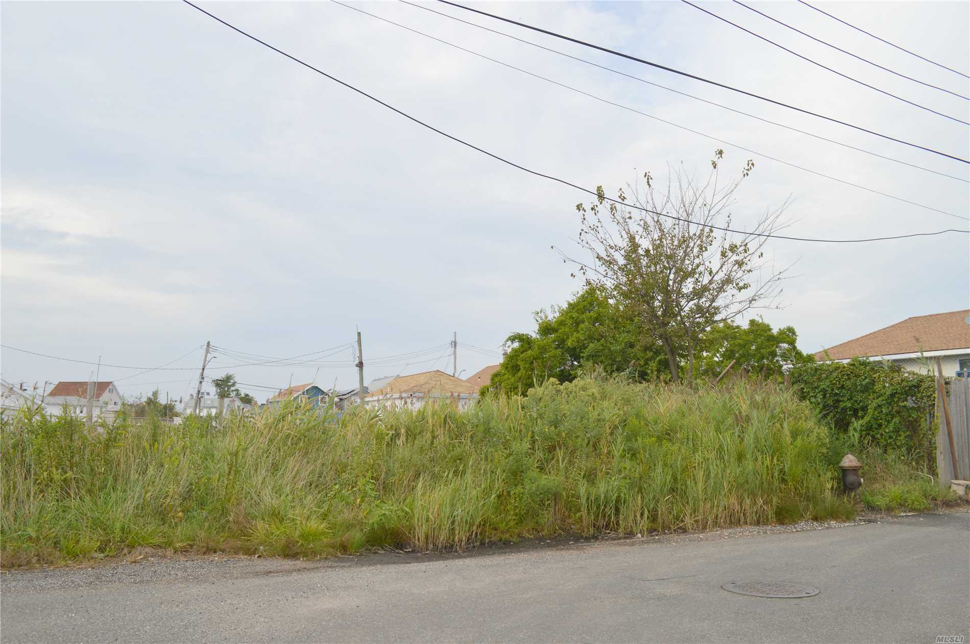 Empty Lots For Sale In Hamilton Beach. R3A Zoning. 2 Properties Sold Together As A Package. Block 14231 Lots 1105 And 1106 Both Side By Side And Total A 40X70 Lot.