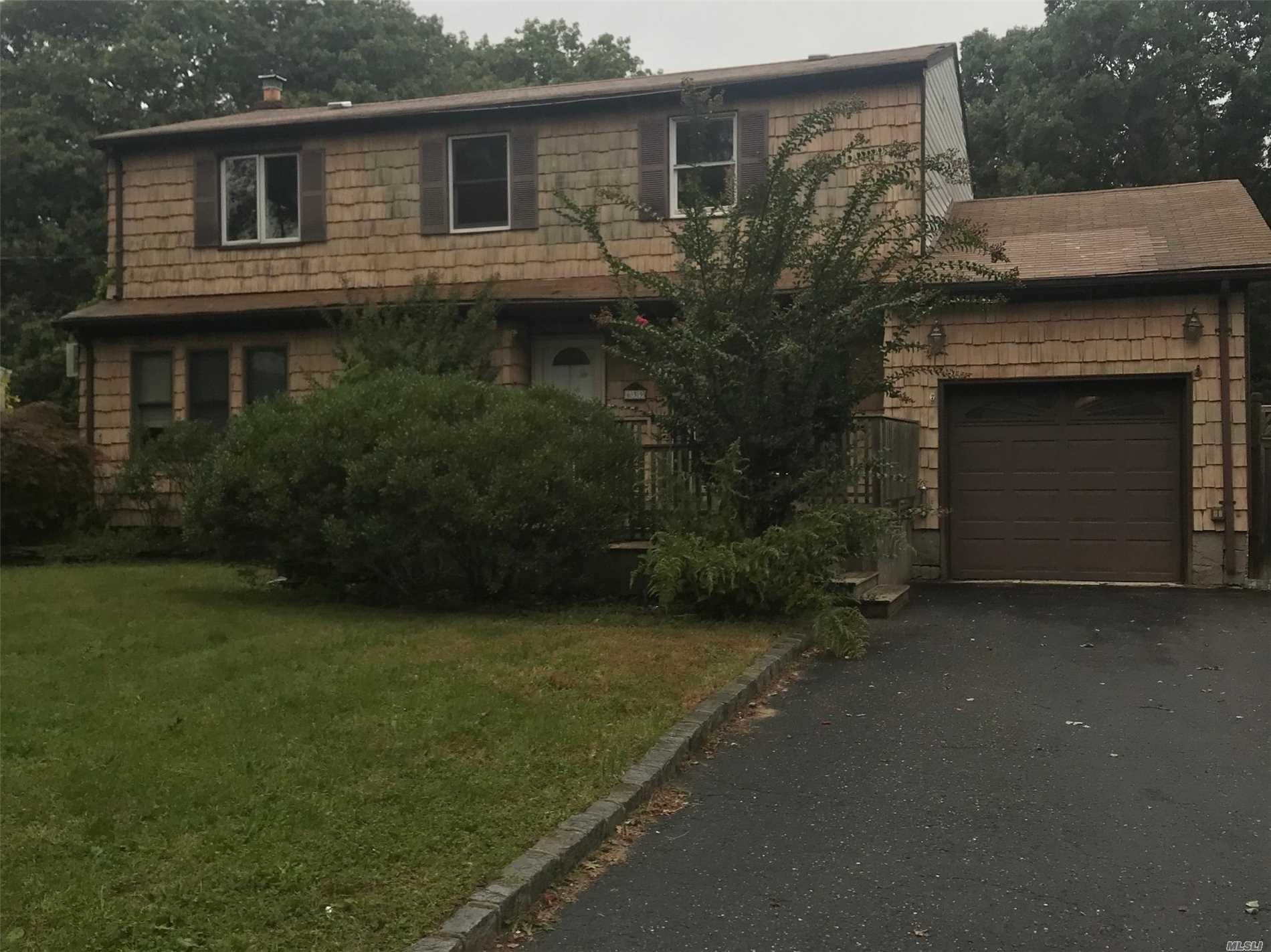 Spacious Large Home, With A Beautiful Den. Clean & Updated, 1 Bedroom & 1 Fbath On The Main Floor.